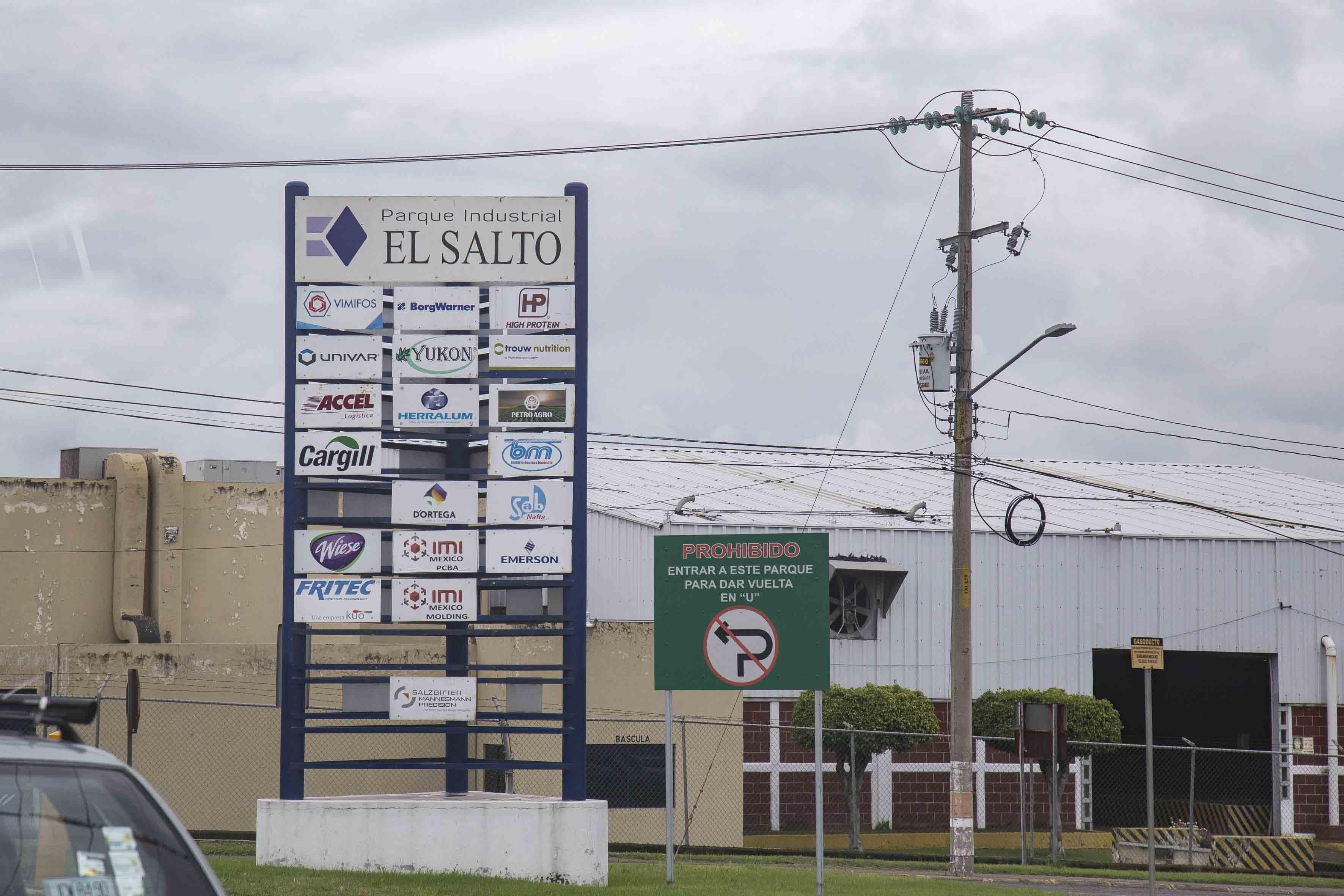 Acceso del parque industrial El Salto.