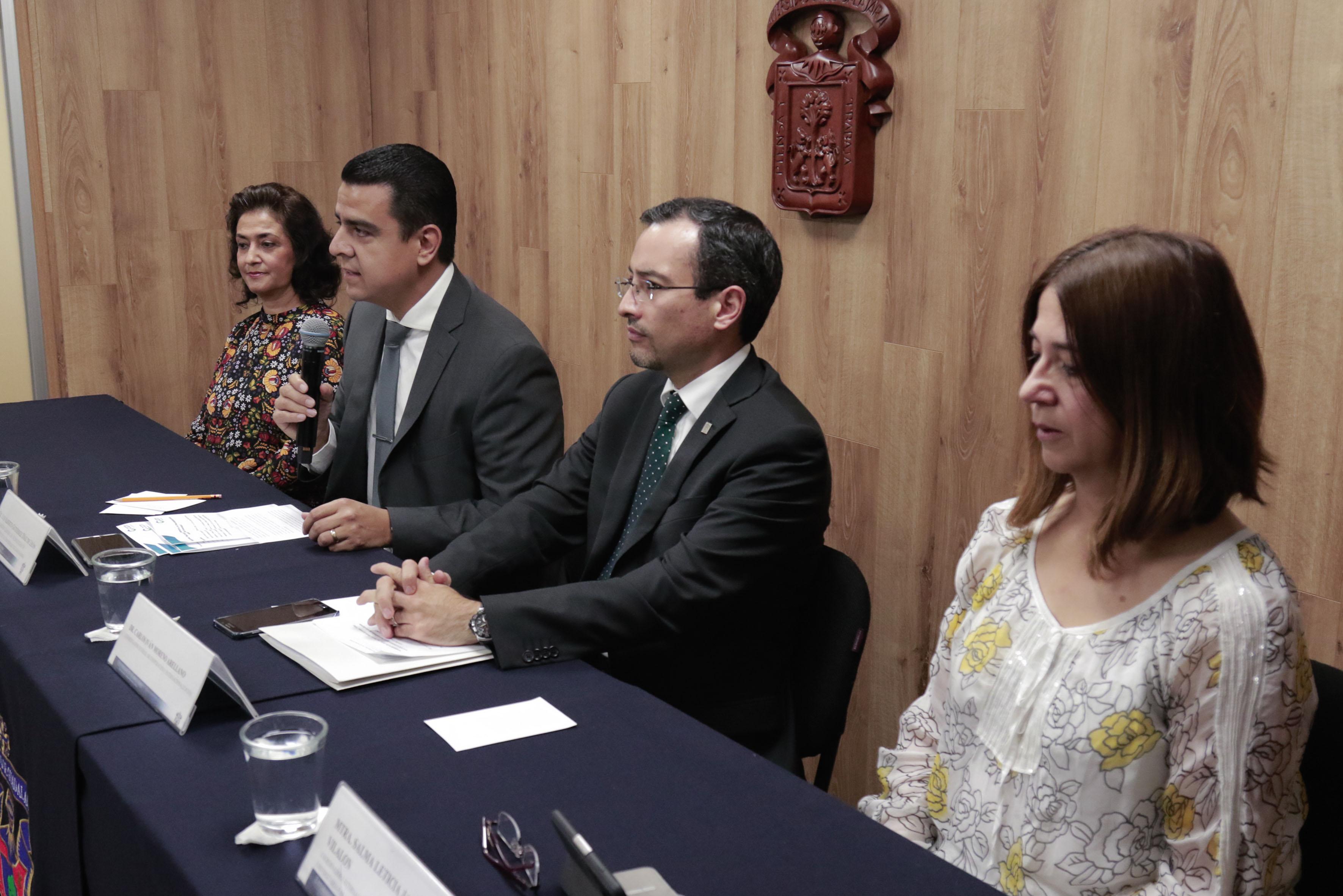 Doctor Luis Alberto Gutiérrez Díaz de León, titular de la Coordinación General de Tecnologías de la Información, participando en rueda de prensa.