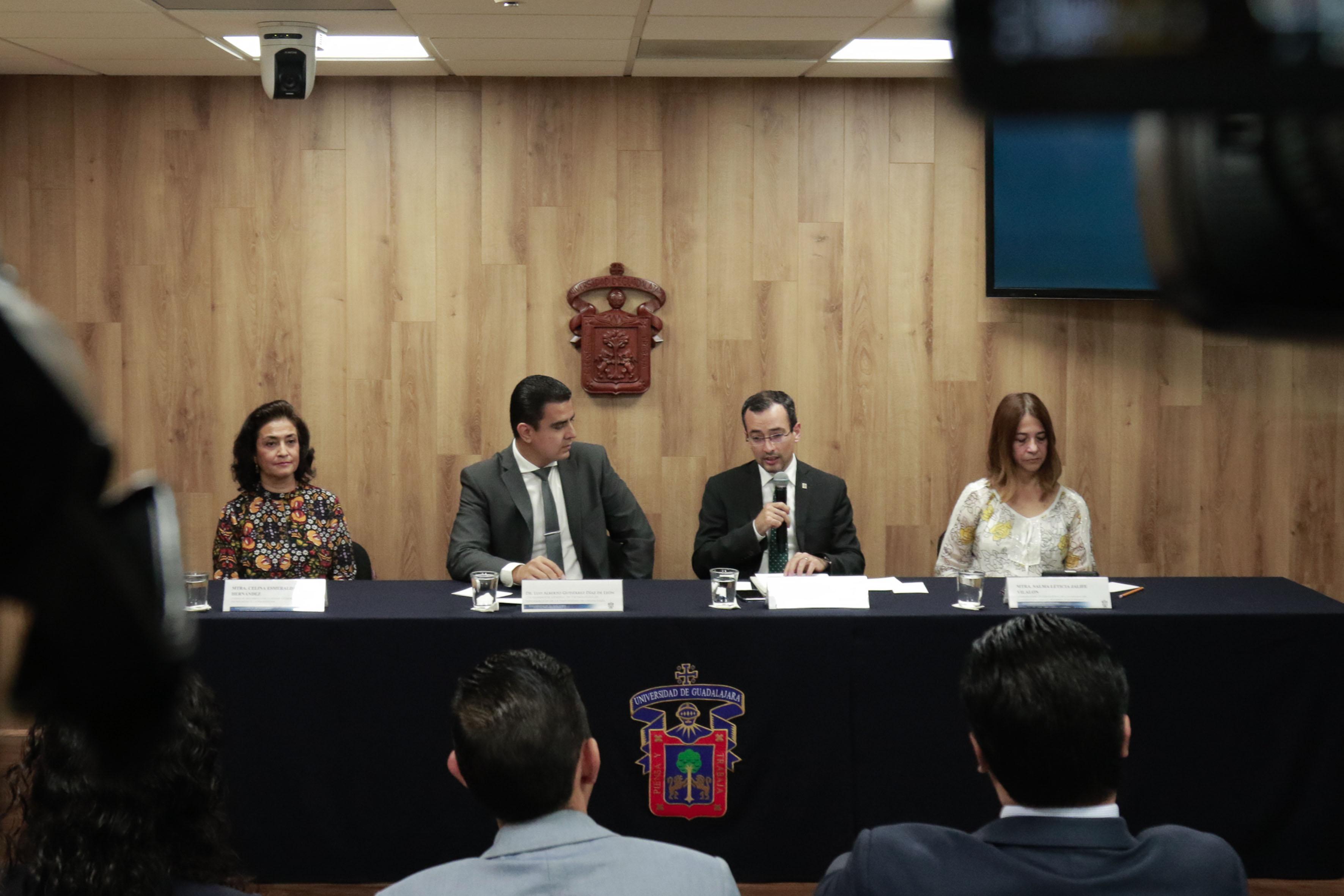 """Rueda de prensa convocada por la Coordinación General de Tecnologías de la Información de la Universidad de Guadalajara, para informar los beneficios del proyecto """"Eduroam"""" en todos los centros universitarios y preparatorias."""