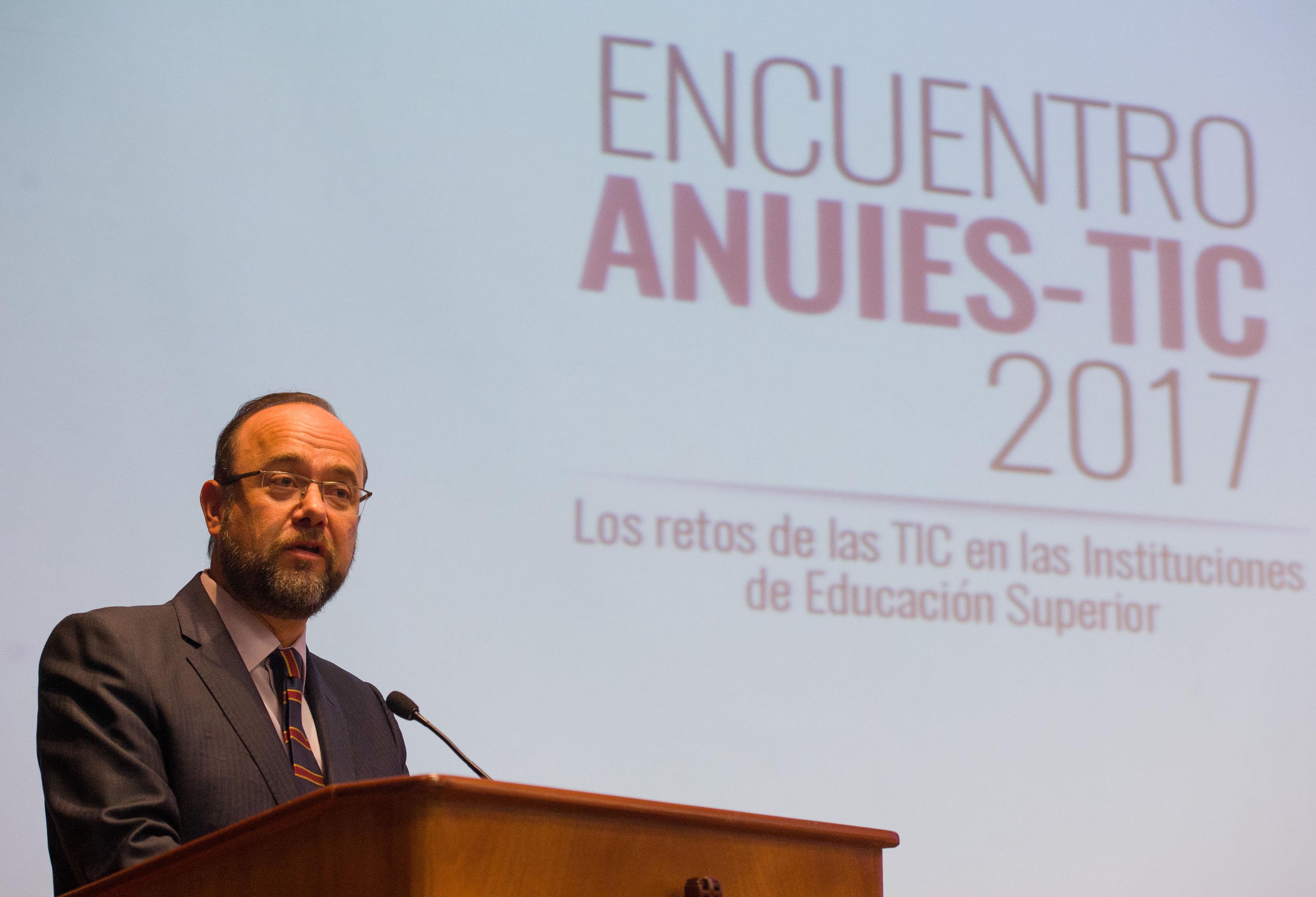 Mtro. Jaime Valls Esponda Jaime, Secretario General de la ANUIES, haciendo uso de la palabra