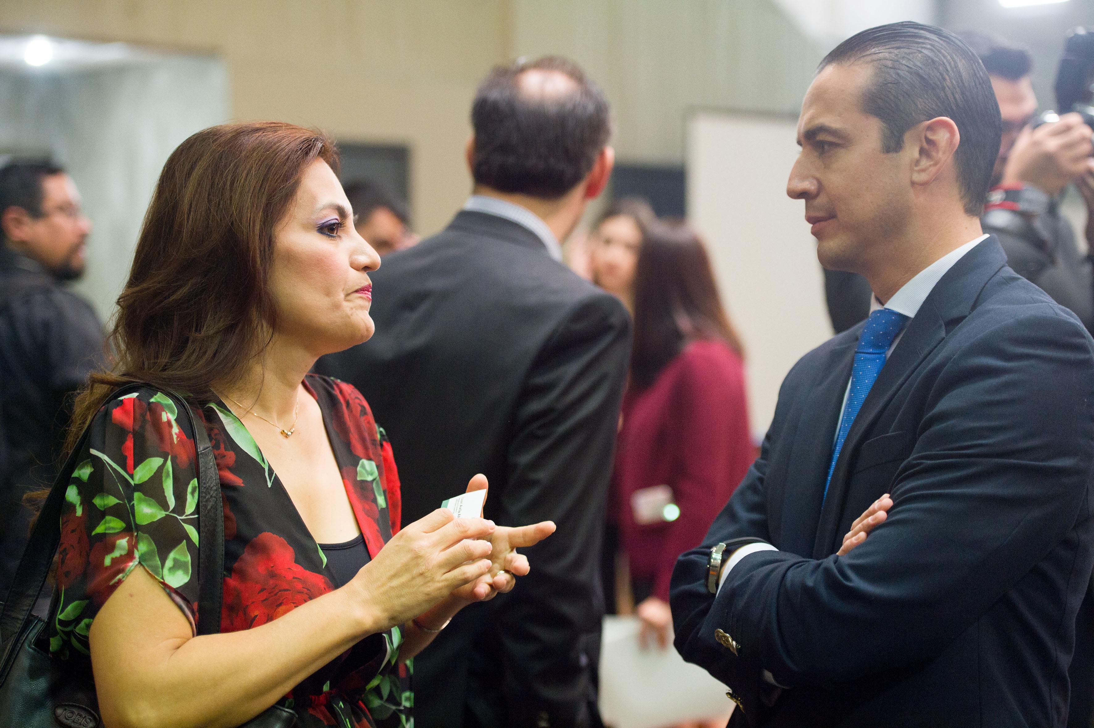 Dra. Patricia Rosas Chavez y Isaac Ávila Ahumada, presidente de la Cámara Nacional de la Industria Electrónica, de Telecomunicaciones y Tecnologías de la Información (Canieti).