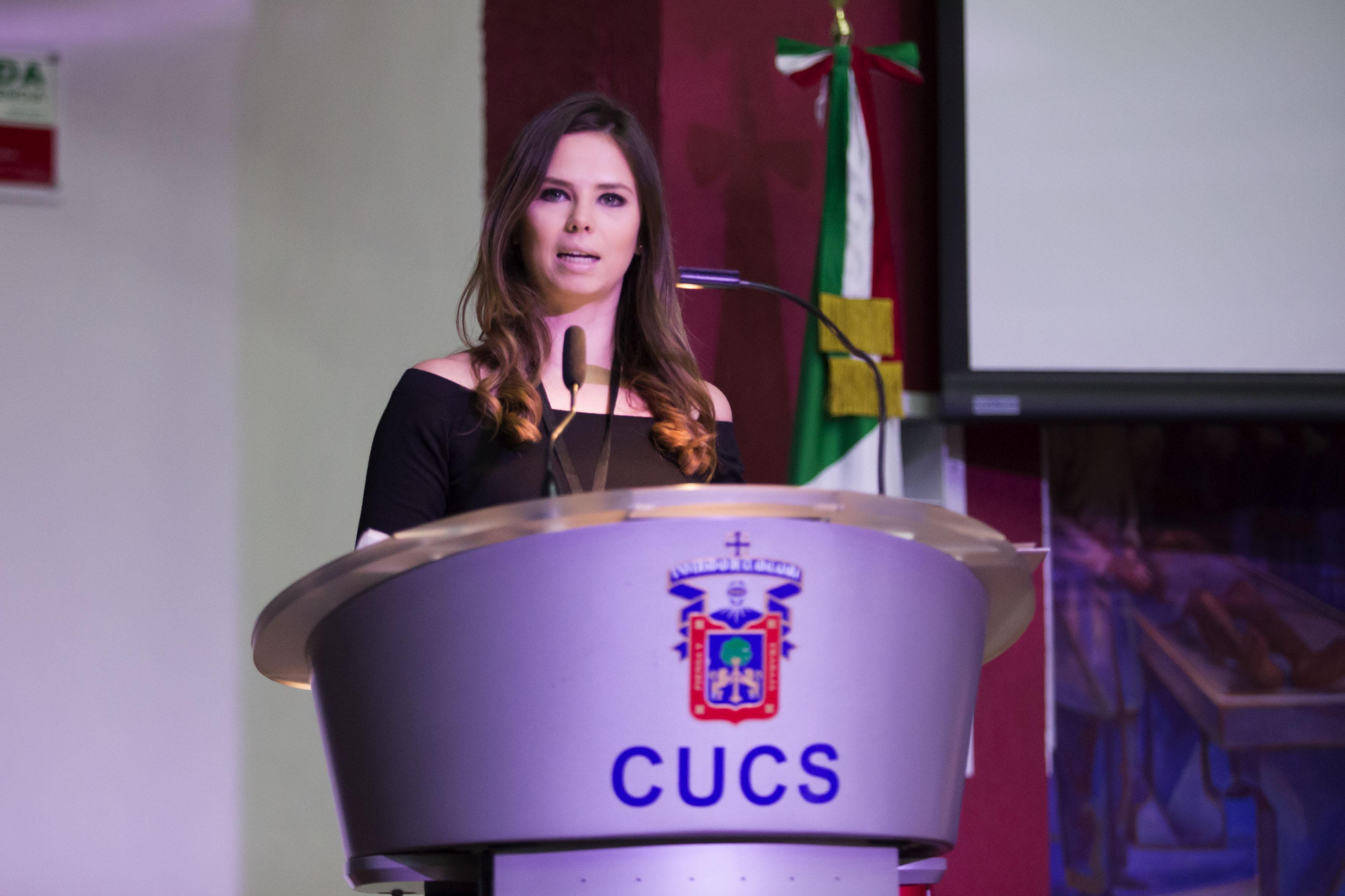 Directora general de la Organización para el Desarrollo de las Ciencias Aplicadas al Deporte del Coincide, maestra Janeth Castañeda González; haciendo uso de la palabra, en podium del evento.