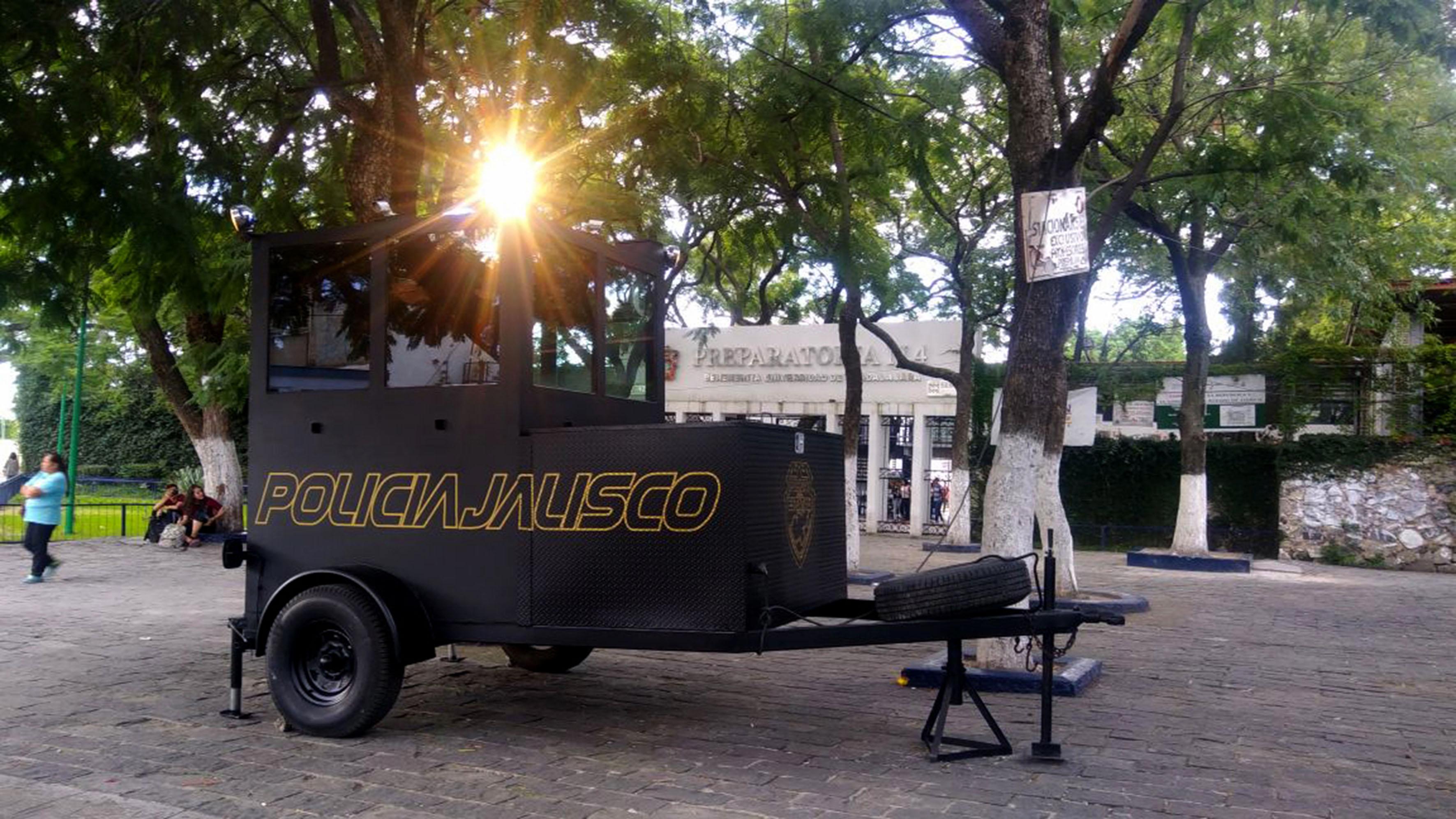 Caseta móvil de vigilancia, ubicada en la Preparatoria No. 4, de la Universidad de Guadalajara.