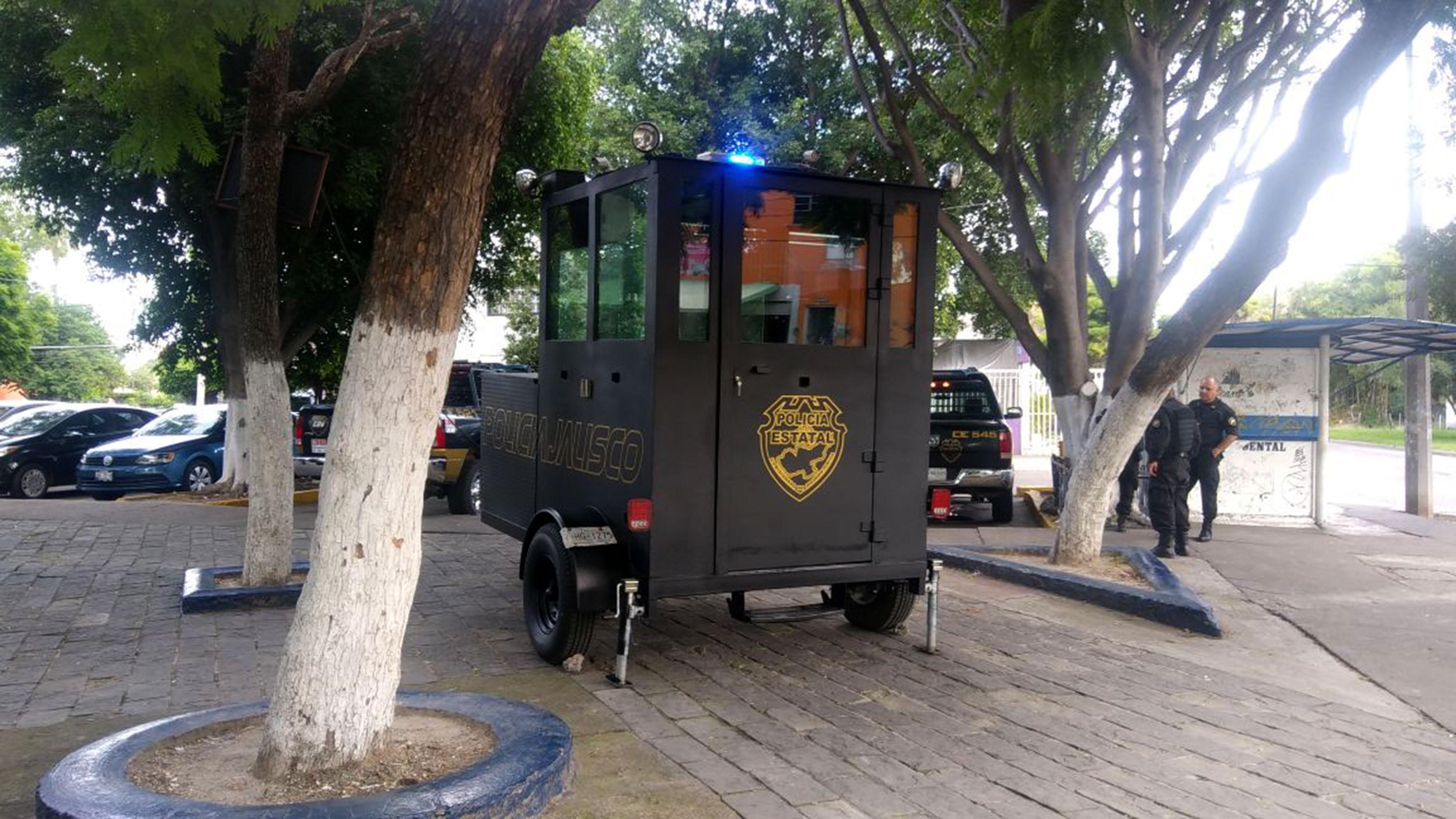 Elementos policíacos, operando en la caseta de vigilancia y apoyando al patrullaje que da la Fiscalía y la policía municipal.