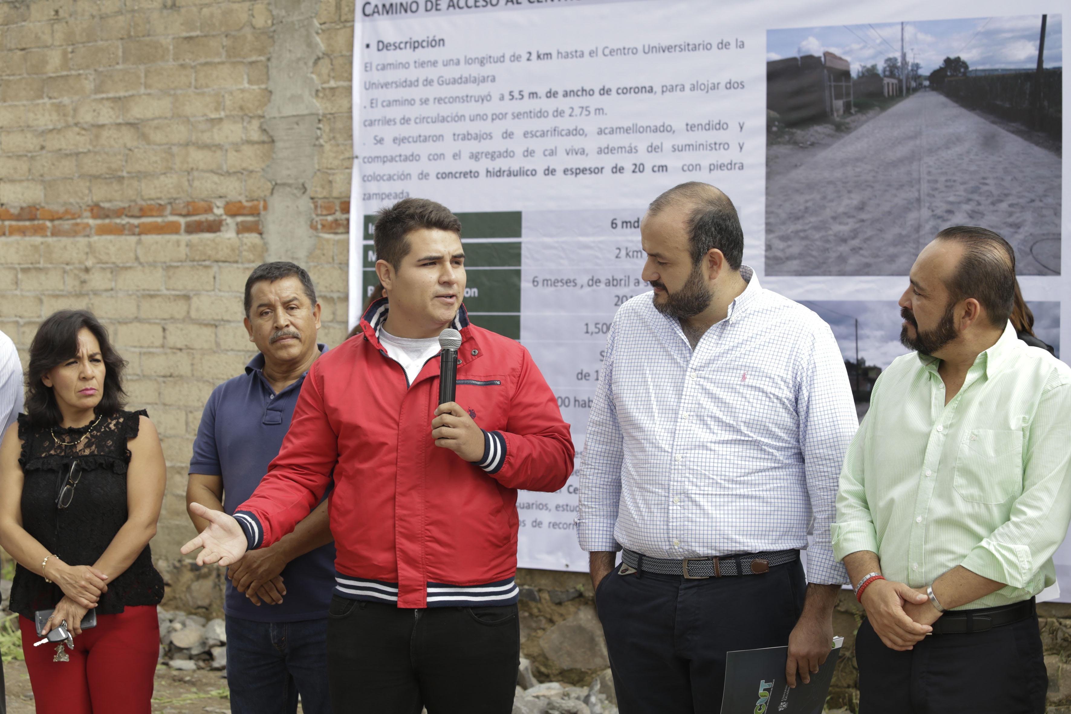 Jorge Luis Guzmán Suárez, representante de los alumnos del Centro Universitario de Tonalá, haciendo uso de la palabra.