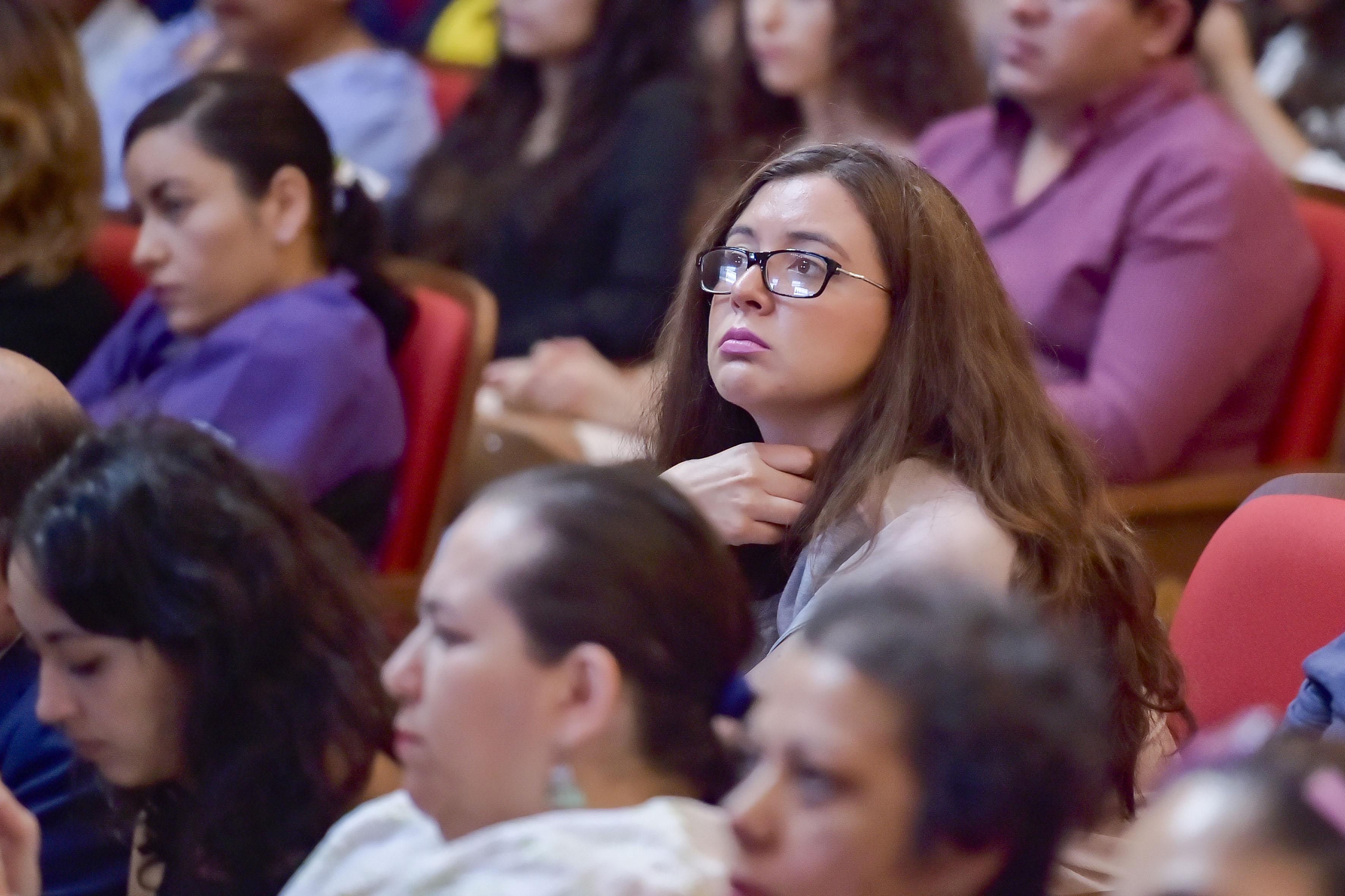 Publico asistente a la entrega de la presea Irene Robledo