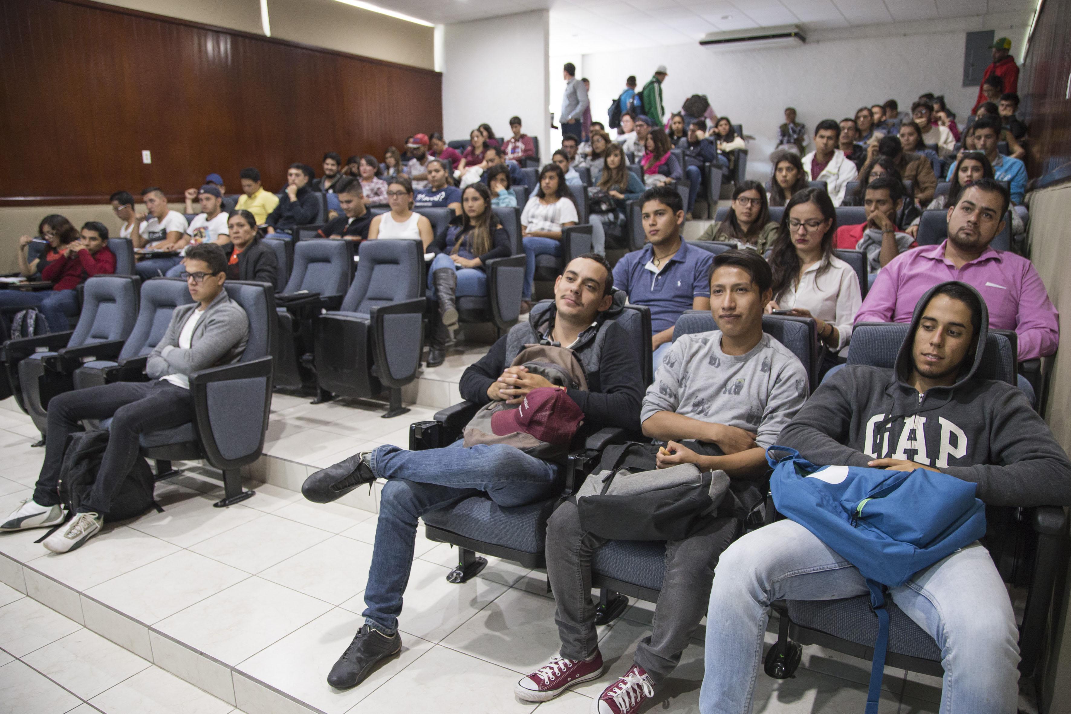 """Publico asistente al Seminario """"Diálogos sobre igualdad de género y transversalidad en la UdeG-CUCBA"""