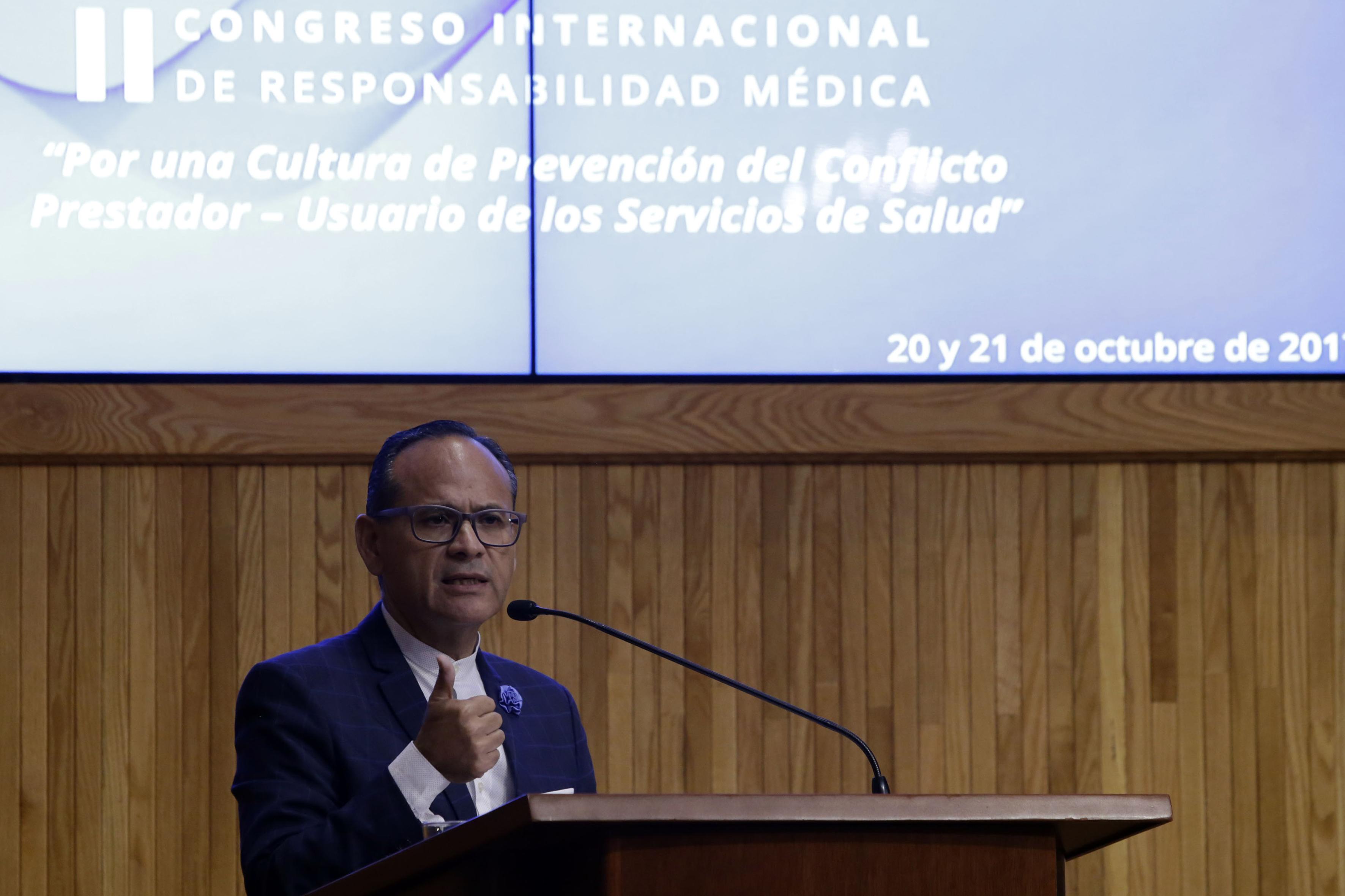 Doctor Héctor Raúl Pérez Gómez, Director General del OPD Hospital Civil de Guadalajara (HCG) haciendo uso de la palabra.