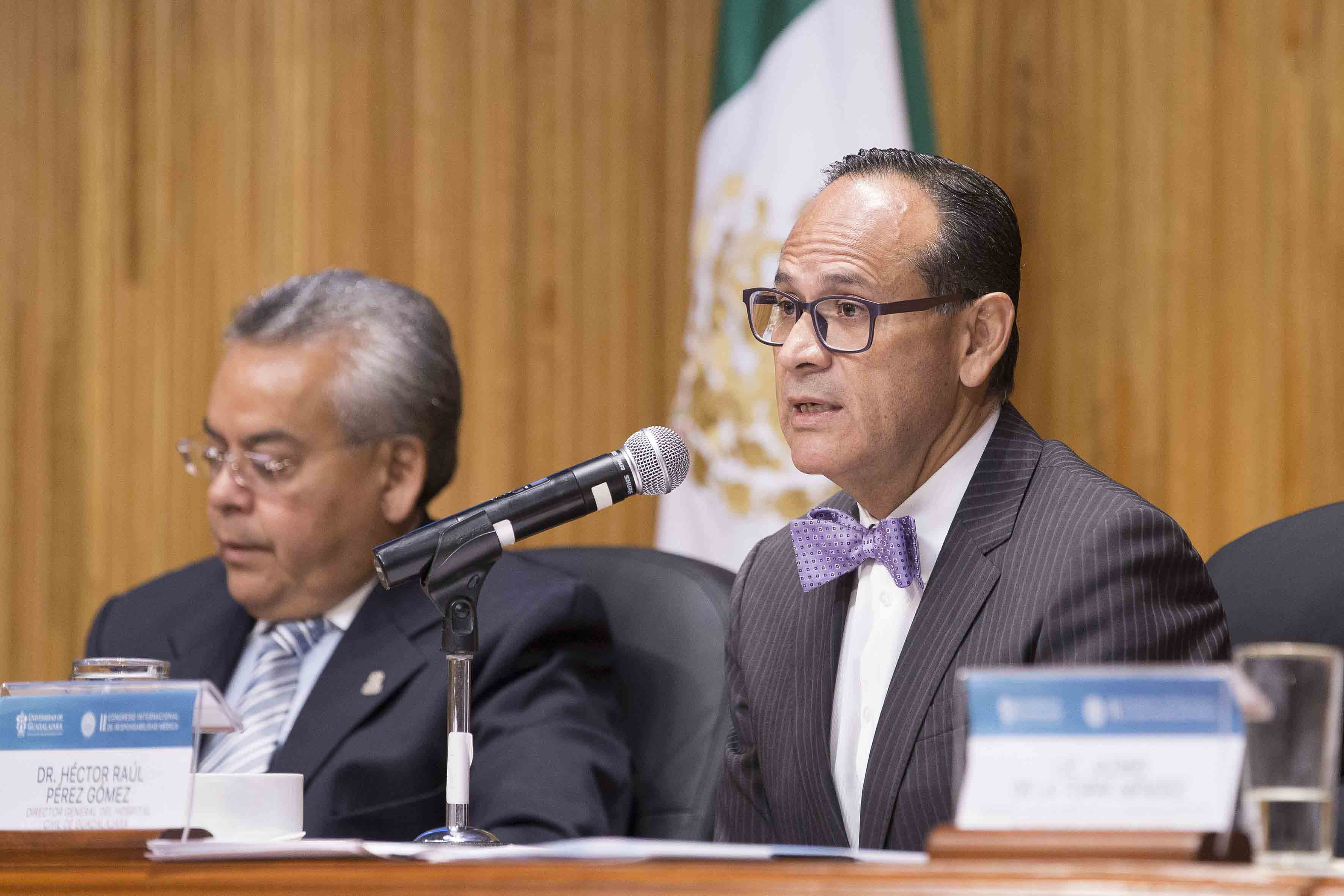 Director del Hospital Civil de Guadalajara (HCG), doctor Héctor Raúl Pérez Gómez, haciendo uso de la palabra