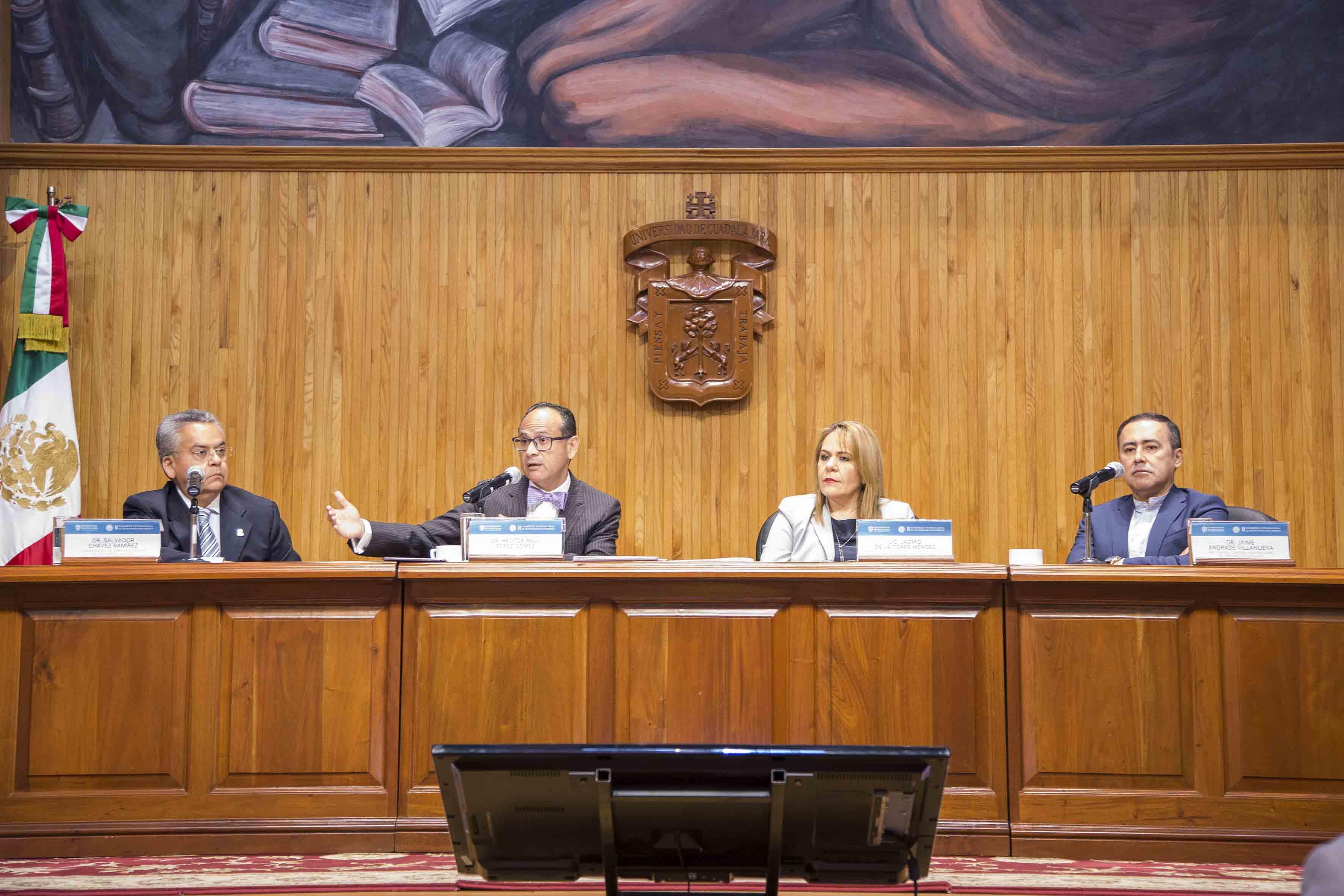 Director del Hospital Civil de Guadalajara (HCG), doctor Héctor Raúl Pérez Gómez, durante la ceremonia de clausura