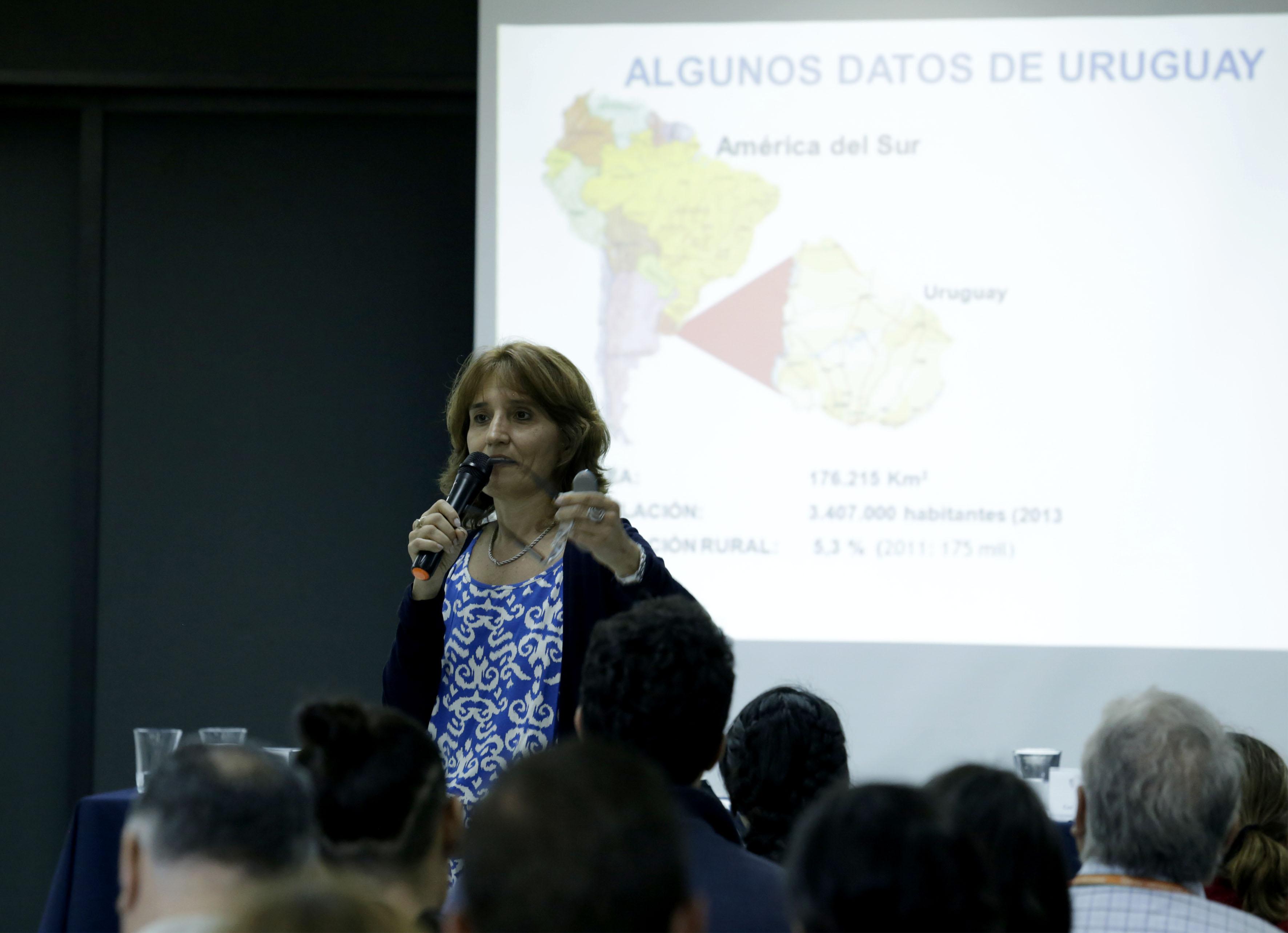 Dra Marta Chiappe Hernández, académica de la Facultad de Agronomía de la Universidad de la República de Uruguay, haciendo uso de la palabra