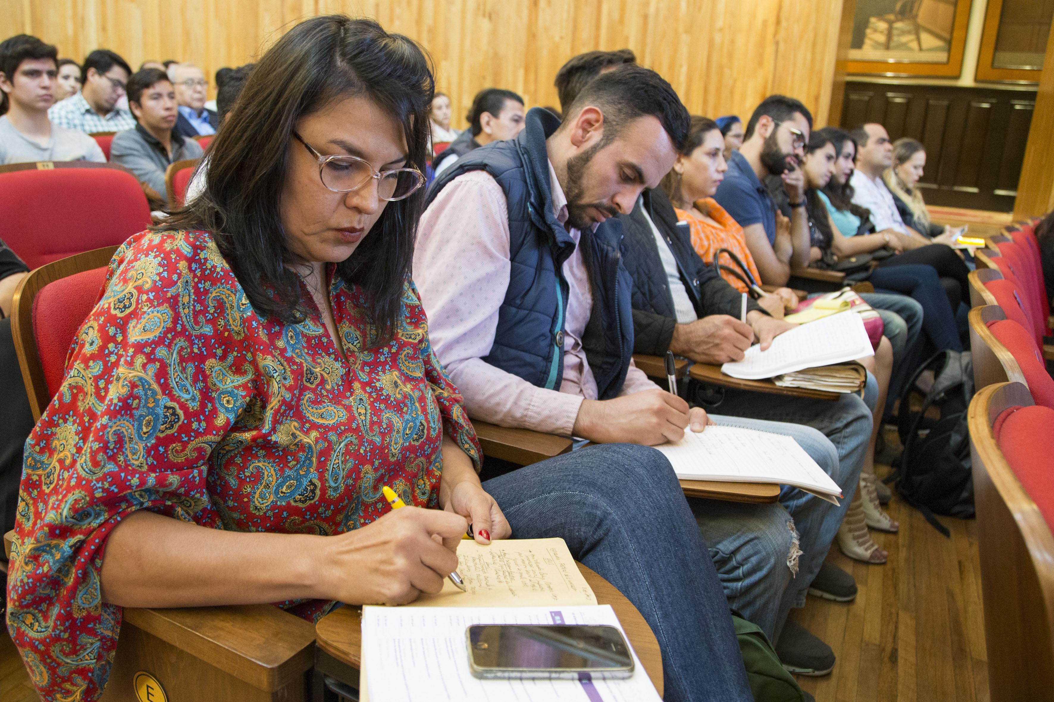 Publico asistente a la inauguración del III Encuentro Latinoamericano de Innovación Social desde el Sector Público (ELIS) 2017, en el Paraninfo Enrique Díaz de León de la UdeG.