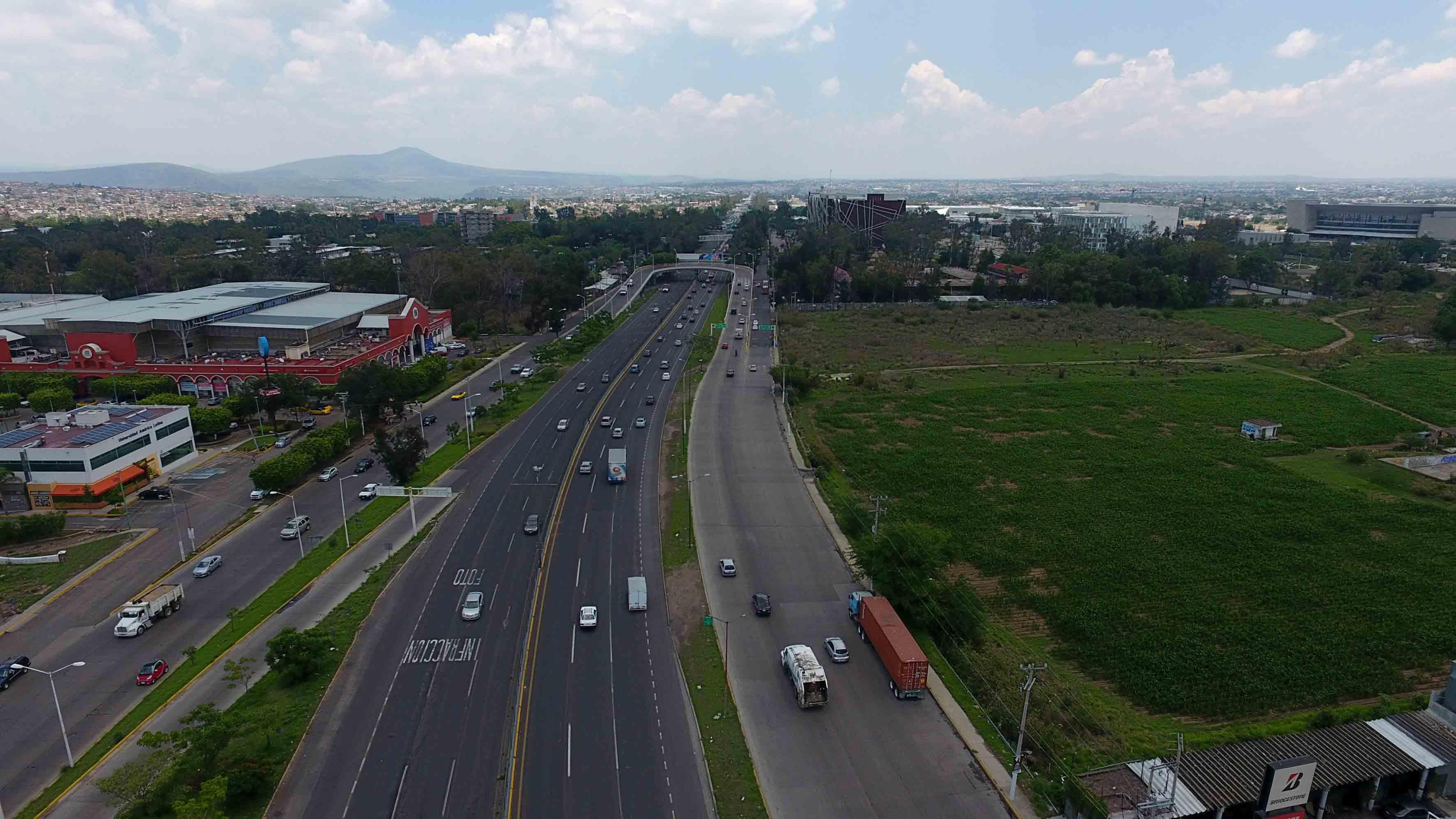"""Vista panorámica del perímetro de la obra """"Viaducto Belenes"""", en el municipio de Zapopan, Jalisco."""
