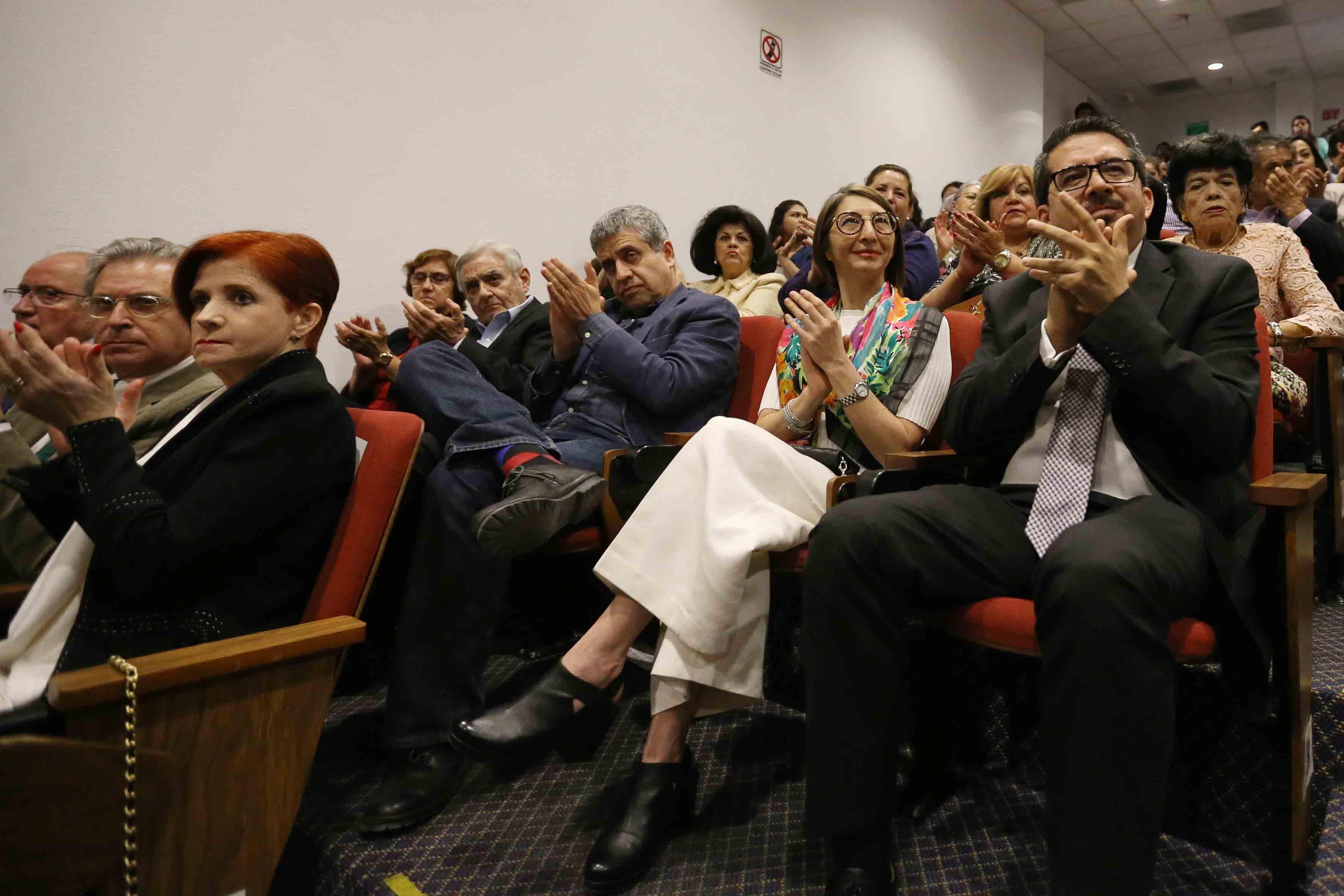 Rectores de diferentes centros universitarios de la Universidad de Guadalajara, asistentes a la ceremonia de reconocimiento.