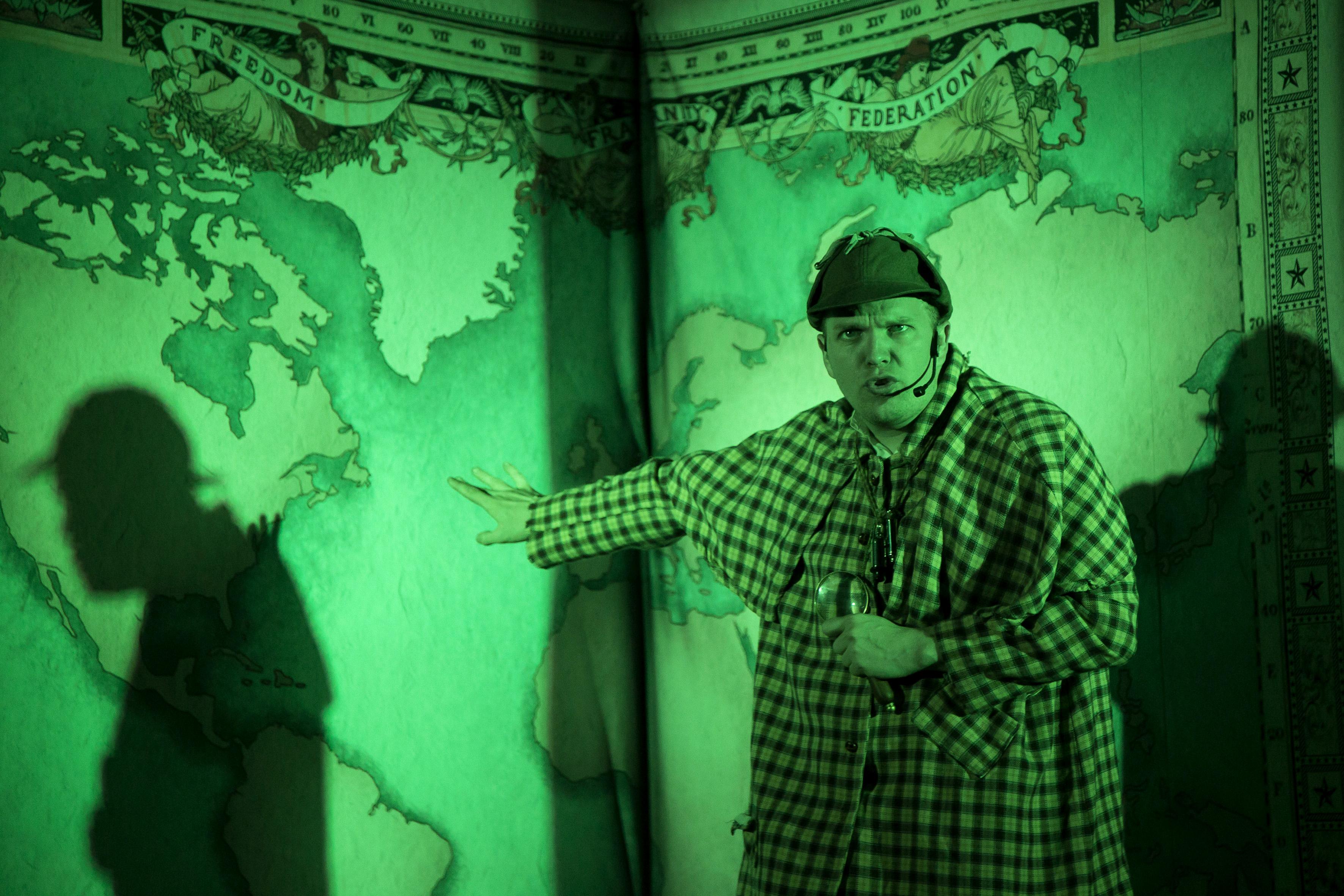 "Actor de la obra ""Arround the world in 80 days"""