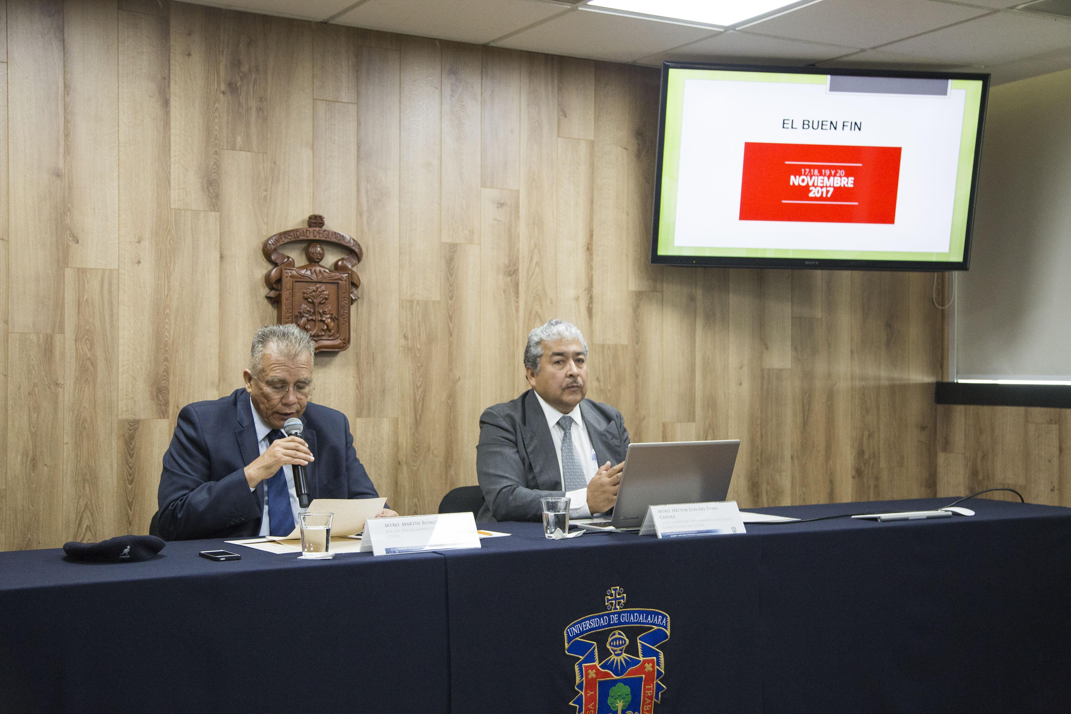 Jefe del Departamento de Economía del CUCEA, Martín Romero Morett, haciendo uso de la palabra