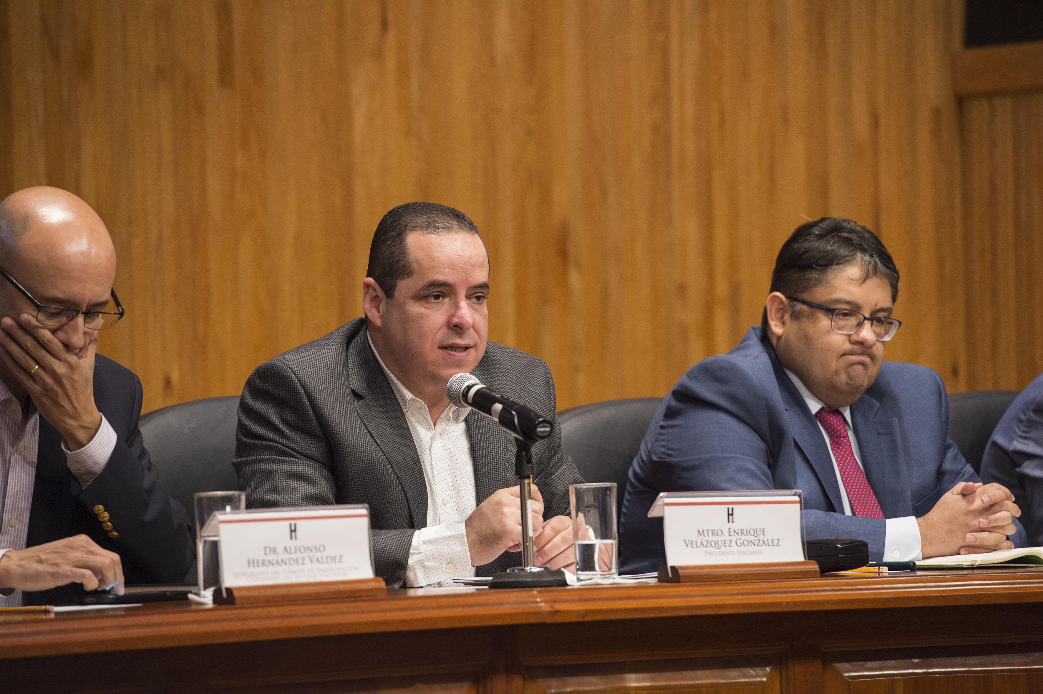 Mtro. Enrique Velázquez González, secretario del Sindicato de Trabajadores Académicos (STAUDeG), haciendo uso de la palabra