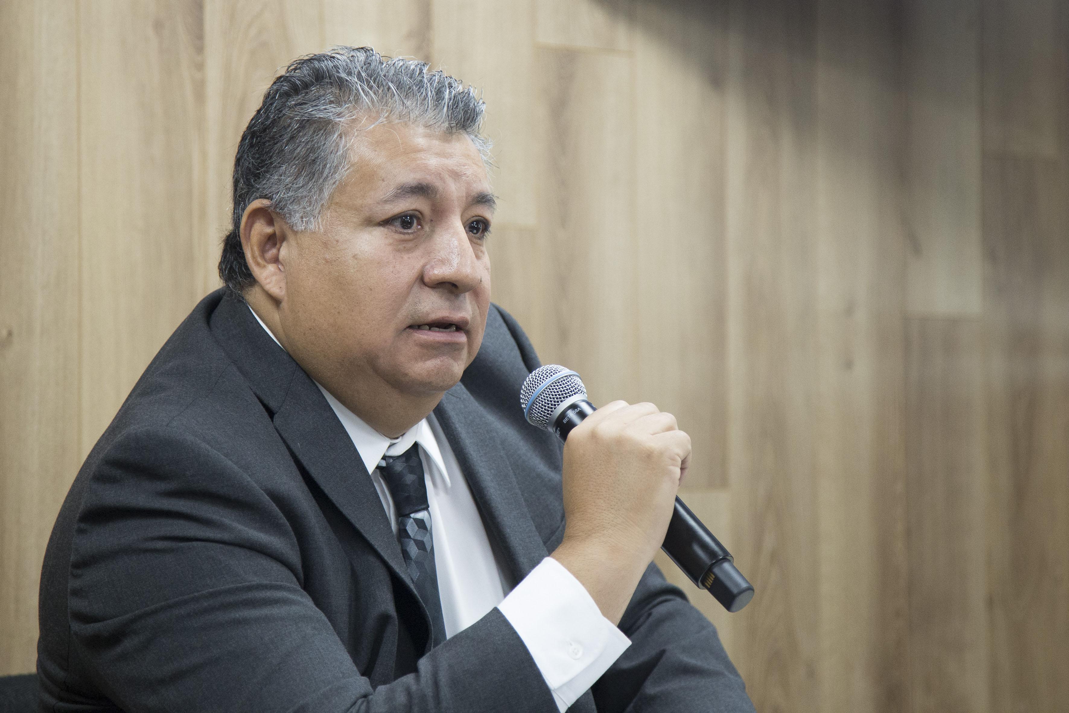 Mtro.  Donato Vallín González, coordinador del foro, haciendo uso de la palabra