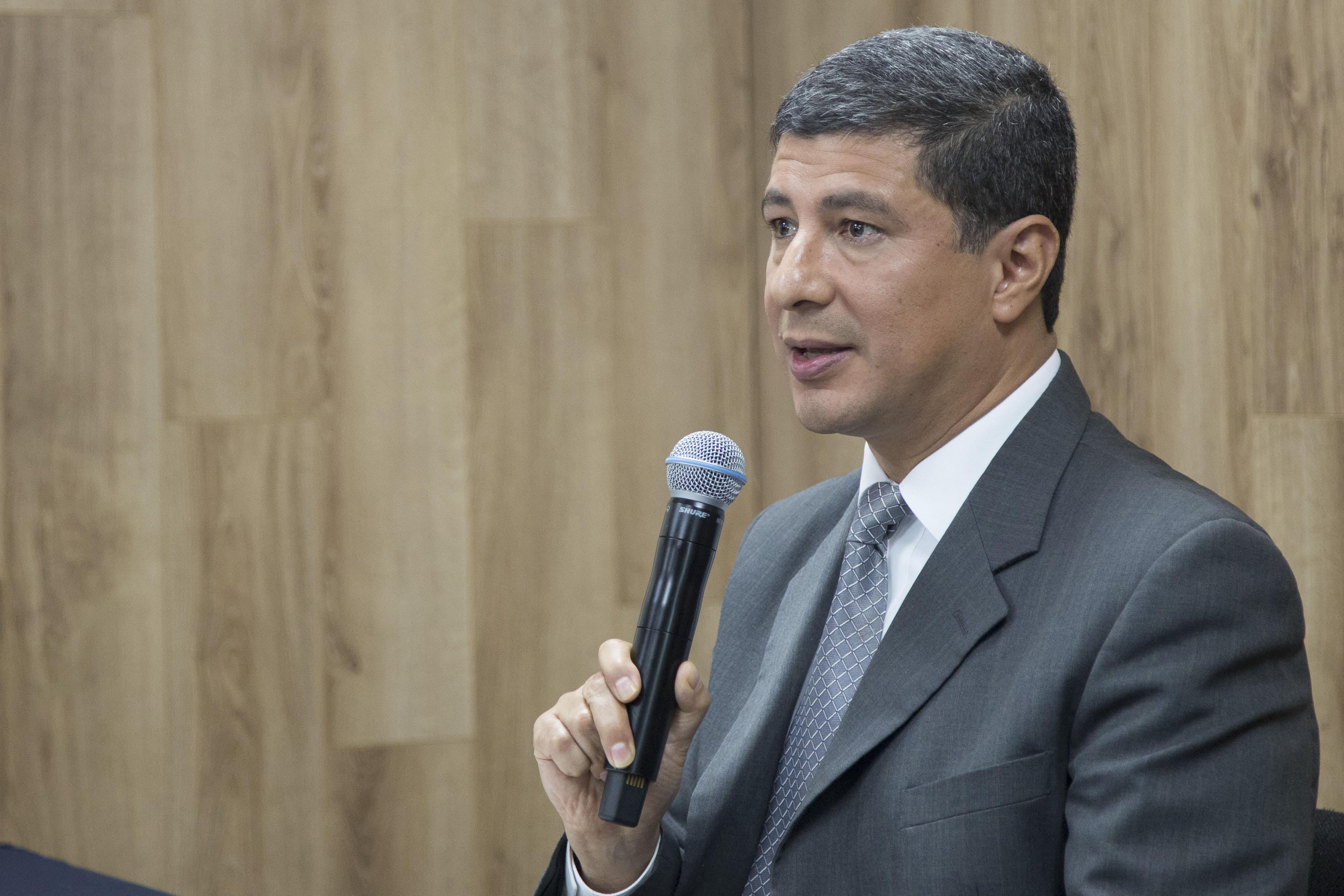 Primer visitador de la CEDHJ, doctor Eduardo Sosa Márquez, haciendo uso de la palabra en rueda de prensa