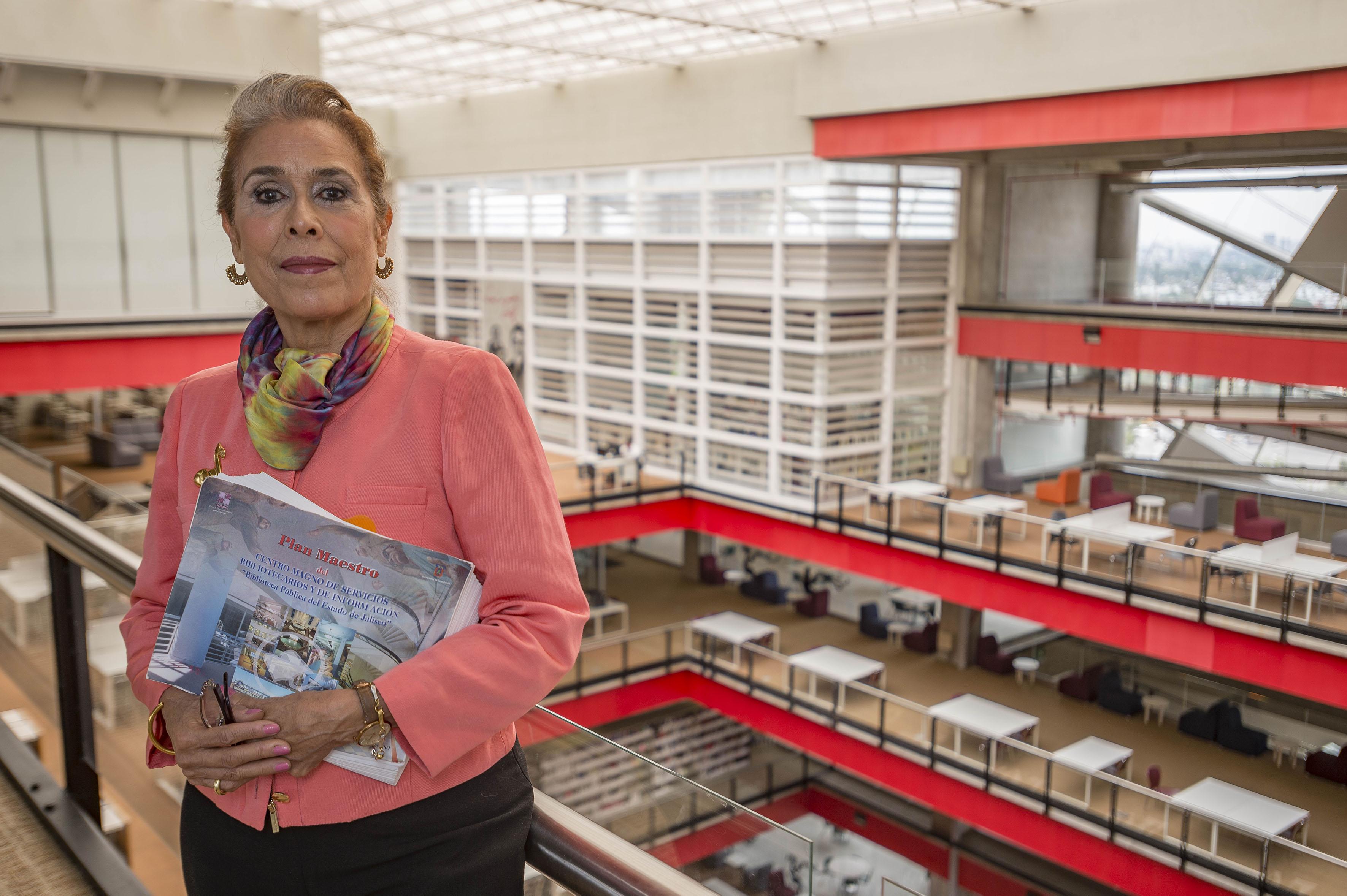 Asesora honoraria de planeación de bibliotecas del Centro Cultural Universitario (CCU), de la Universidad de Guadalajara (UdeG), maestra Helen Ladrón de Guevara Cox, fue nombrada Consejera de la Sección de Adquisiciones y Desarrollo de Colecciones, de la Federación Internacional de Asociaciones Bibliotecarias (IFLA), con sede en La Haya, Países Bajos.