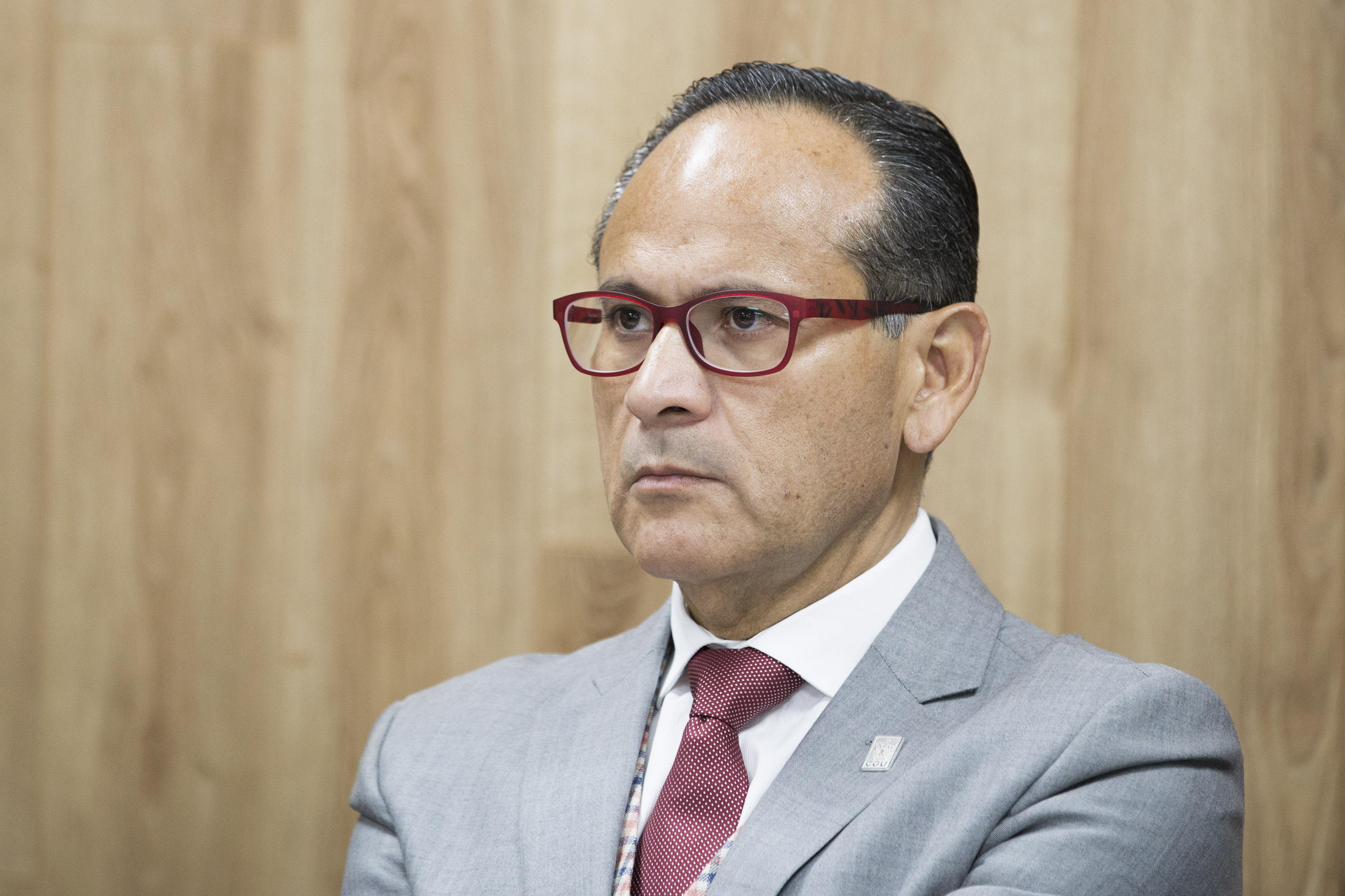 Dr Héctor Raúl Pérez Gómez, Director del OPD participando en rueda de prensa