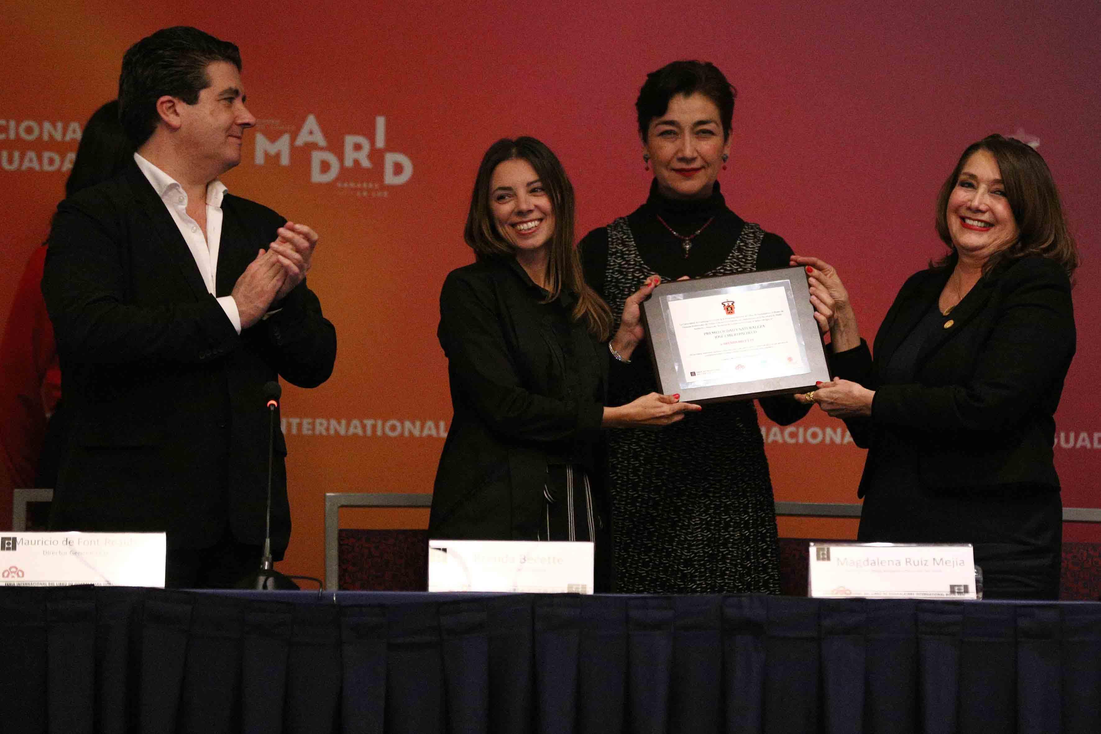 """Ceremonia de premiación de la segunda edición del Premio Ciudad y Naturaleza """"José Emilio Pacheco"""", en las categorías de Cuento y Poesía."""