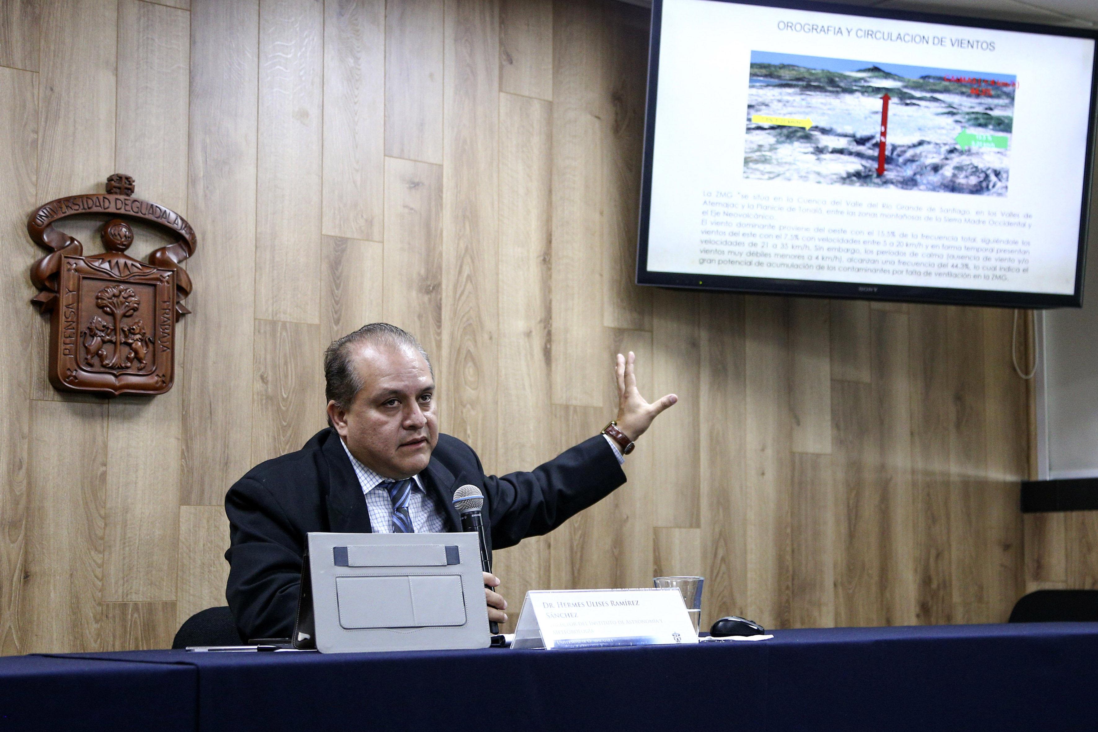 Director del Instituto de Astronomía y Meteorología (IAM), doctor Hermes Ulises Ramírez Sánchez, haciendo uso de la palabra