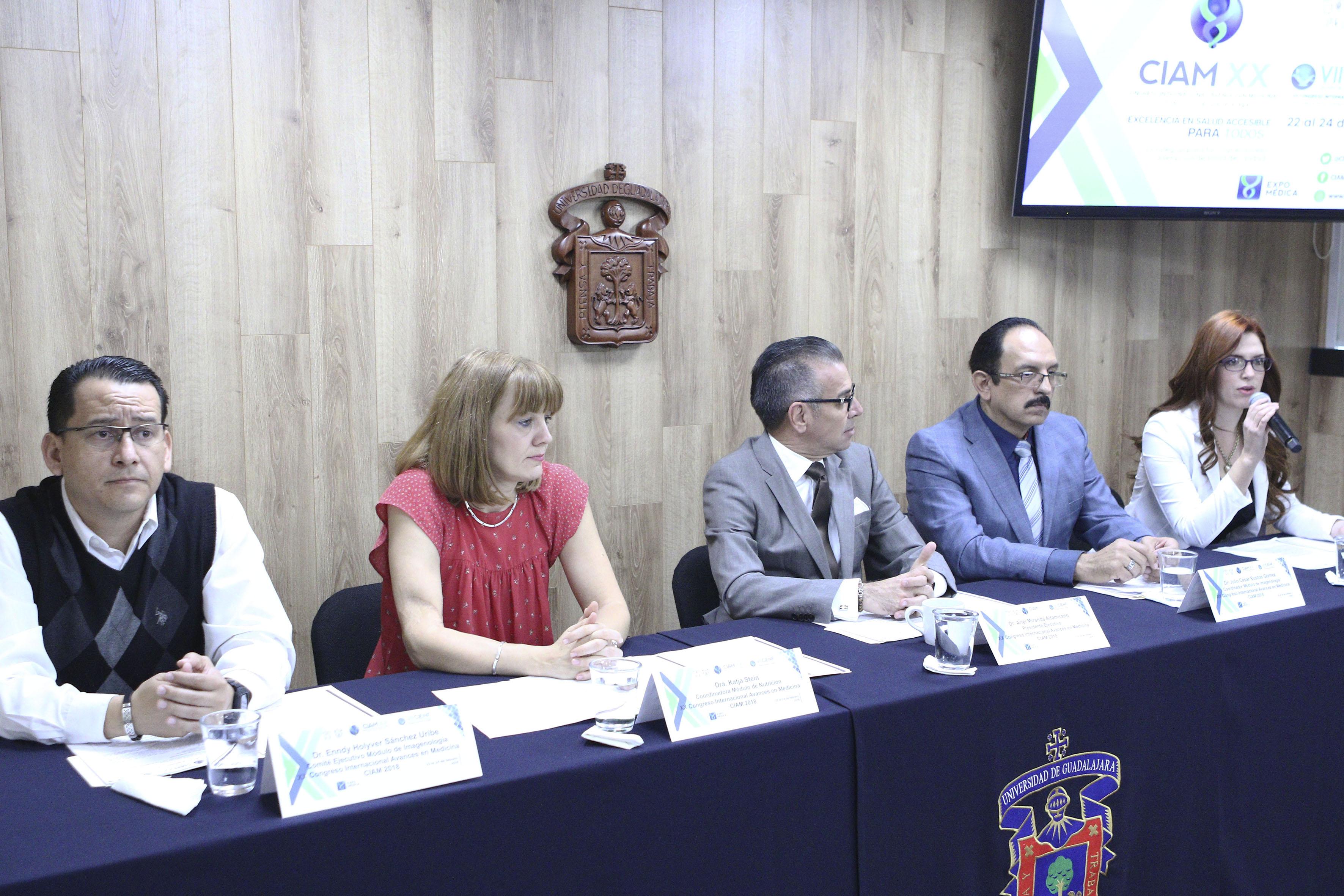 Aidé Aranzazú Navarro Jiménez, miembro del Comité Organizador del Módulo de Nutrición, participando en rueda de prensa