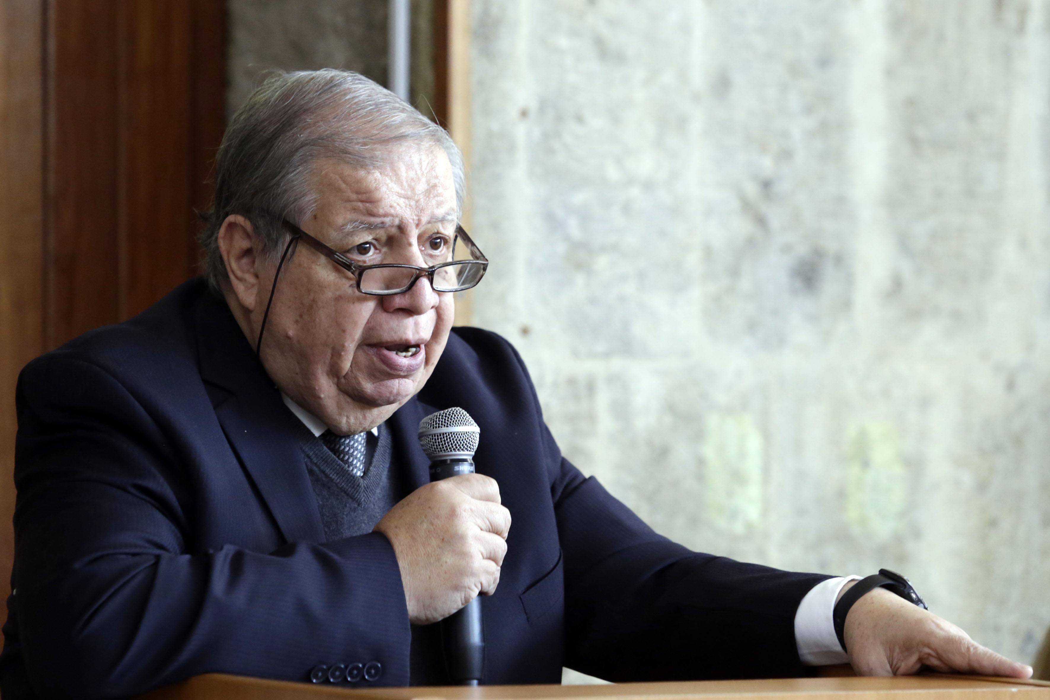 Doctor Juan Manuel Durán Juárez, Director de la BPEJ y coordinador del Consejo Académico del SUAM, haciendo uso de la palabra