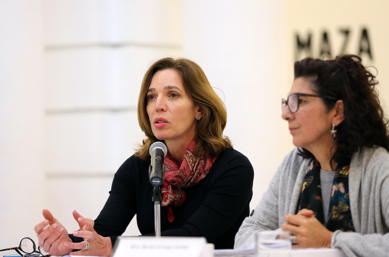 Licenciada Laura Elena Ayala Castellanos, Coordinadora de Exposiciones y Educación del MUSA, haciendo uso de la palabra.
