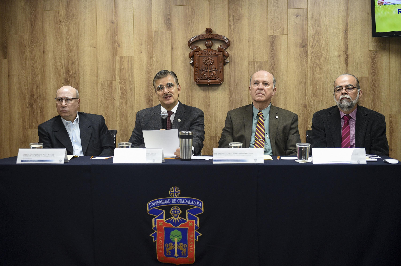 Rueda de prensa para anunciar que la Universidad de Guadalajara admitió a 15 mil 281 jóvenes en 113 programas de licenciatura, para el calendario 2018-A, que iniciará el 16 de enero, informó el Rector General de esta Casa de Estudio.