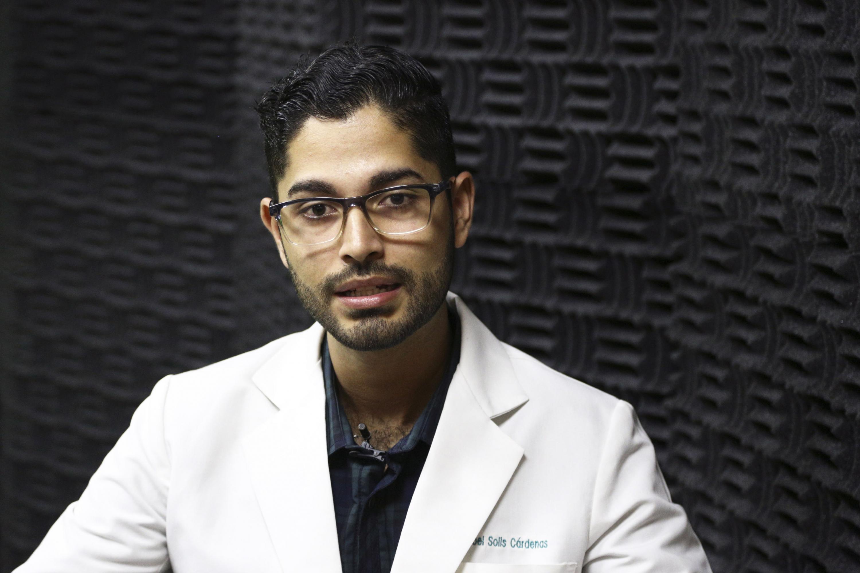 Cirujano dentista Iroel Alaín Solís Cárdenas, egresado del Centro Universitario de Ciencias de la Salud (CUCS), de la Universidad de Guadalajara.