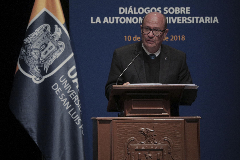 Rector de la UASLP, el maestro Manuel Fermín Villar Rubio, haciendo uso de la palabra
