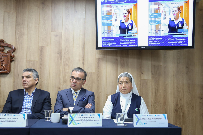 Autoridades del Hospital Civil de Guadalajara (HCG), participando en rueda de prensa como miembros del presídium.