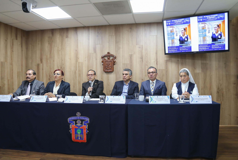Autoridades del Hospital Civil de Guadalajara (HCG) de la UdeG, participando en rueda de prensa.
