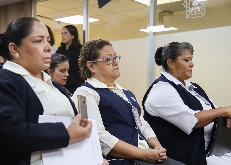 Enfermeras asistentes a rueda de prensa, convocada por autoridades del Hospital Civil de Guadalajara (HCG).