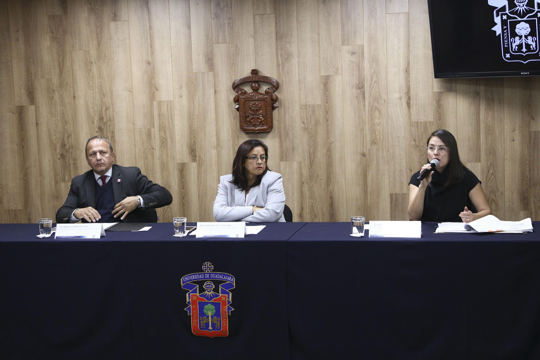 Doctora Karla Fabiola Vega Ruiz, jefa del Departamento de Justicia Alternativa, Ciencias Forenses y Disciplinas Afines al Derecho del CUTonalá, haciendo uso de la palabra.