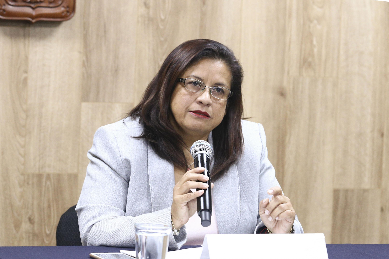 Coordinadora de la licenciatura en Seguridad Ciudadana de UDGVirtual, maestra Rosana Ruiz Sánchez, participando en rueda de prensa.