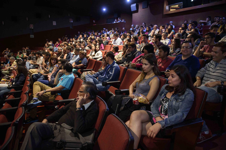 Interior del cineforo durante una función de cine