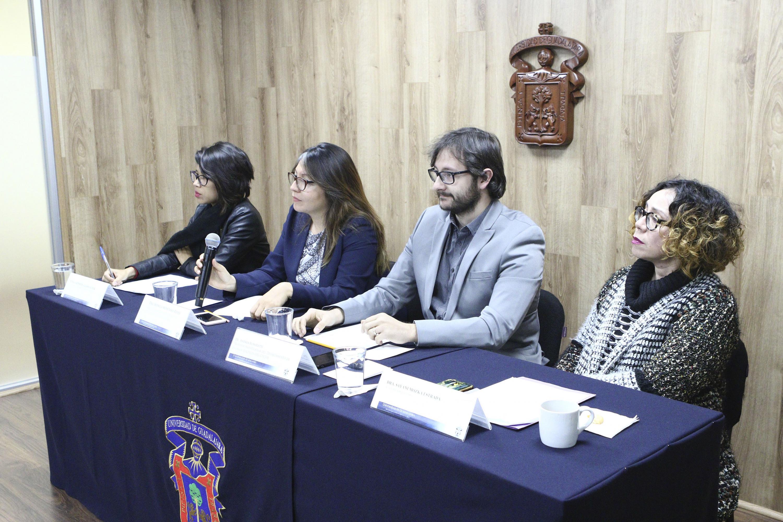 Doctora Mónica Montaño Reyes, participando en rueda de prensa.