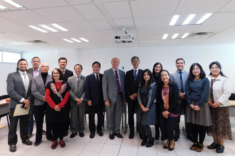 Doctor Miguel Ángel Navarro Navarro recibiendo al Embajador de Japón en México, el Excmo. señor Yasushi Takase.