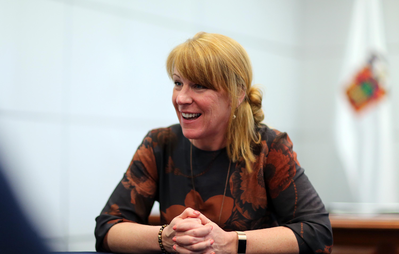 Profesora Kerry Ann Wright siendo entrevistada