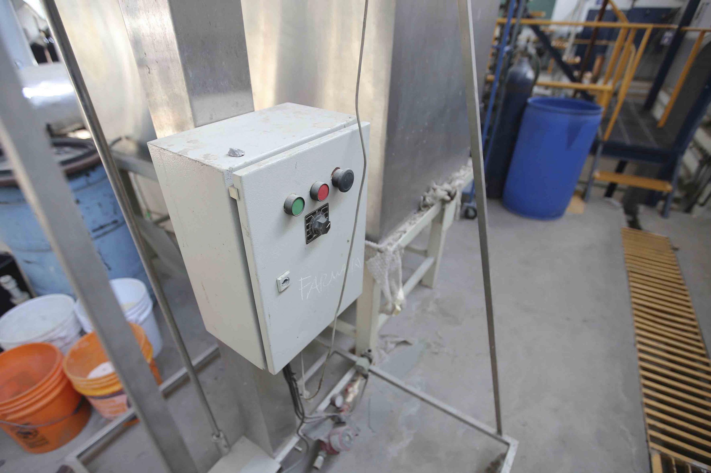Caja de control del equipo fabricado con acero