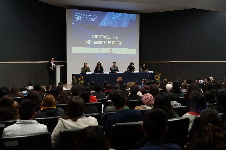 Ceremonia de acreditación de la licenciatura en Psicología, ofrecida por el Centro Universitario de los Lagos (CULagos).