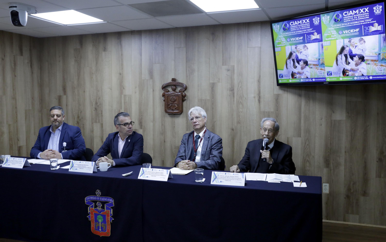Los cuatro doctores hablaron con la prensa durante la reunión