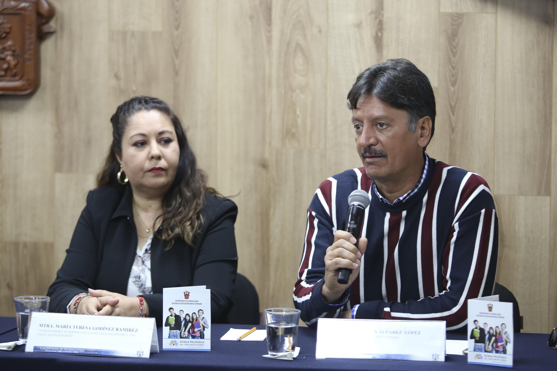 Son respectivamente Coordinadora Académica de la Escuela Politécnica y director de la Preparatoria Regional de Chapala