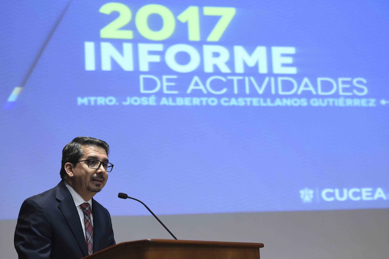 Maestro José Alberto Castellanos Gutiérrez, Rector del CUCEA, rindiendo su informe de actividades 2017.