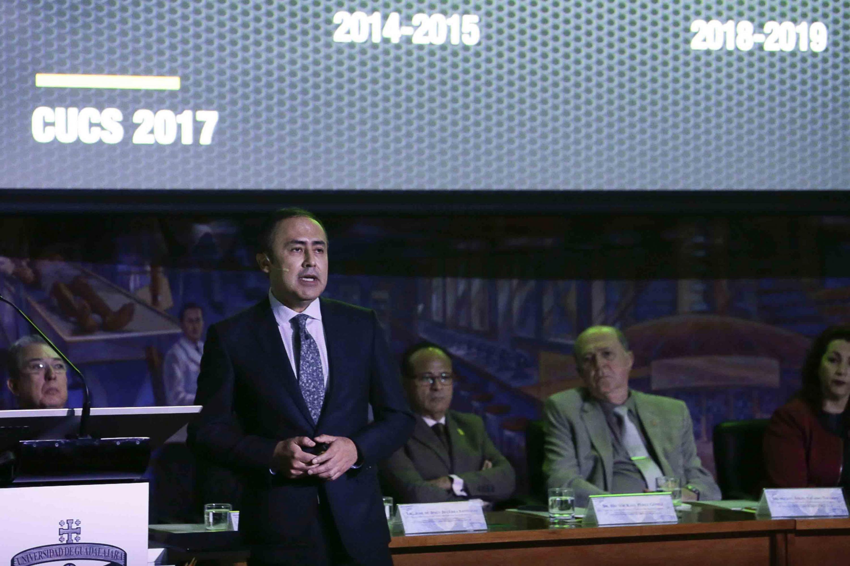 Rector del Centro Universitario de Ciencias de la Salud, doctor Jaime F. Andrade Villanueva, rindiendo su informe de actividades 2017; ante autoridades y comunidad univesitaria.