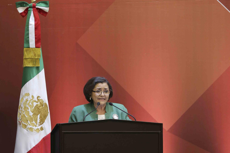 Rectora del CUCEI, doctora Ruth Padilla Muñoz, haciendo uso de la palabra durante su informe de actividades
