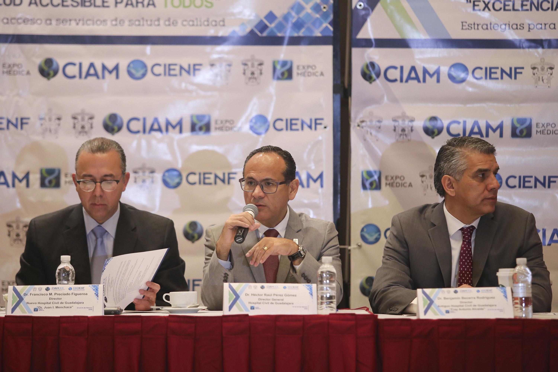 Doctor Héctor Raúl Pérez Gómez, Director General del OPD Hospital Civil de Guadalajara (HCG), haciendo uso de la palabra